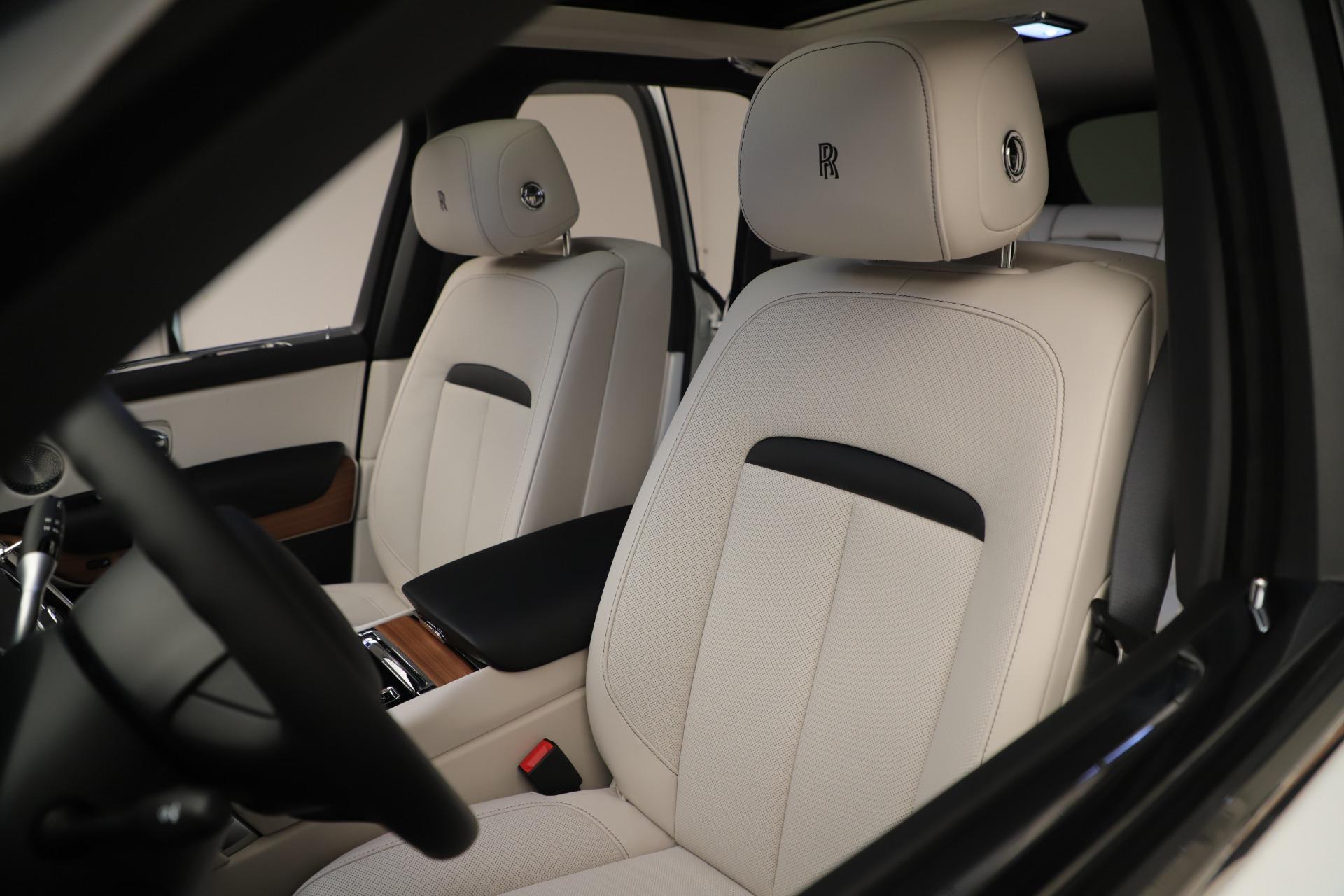 New 2019 Rolls-Royce Cullinan  For Sale In Greenwich, CT 3377_p10