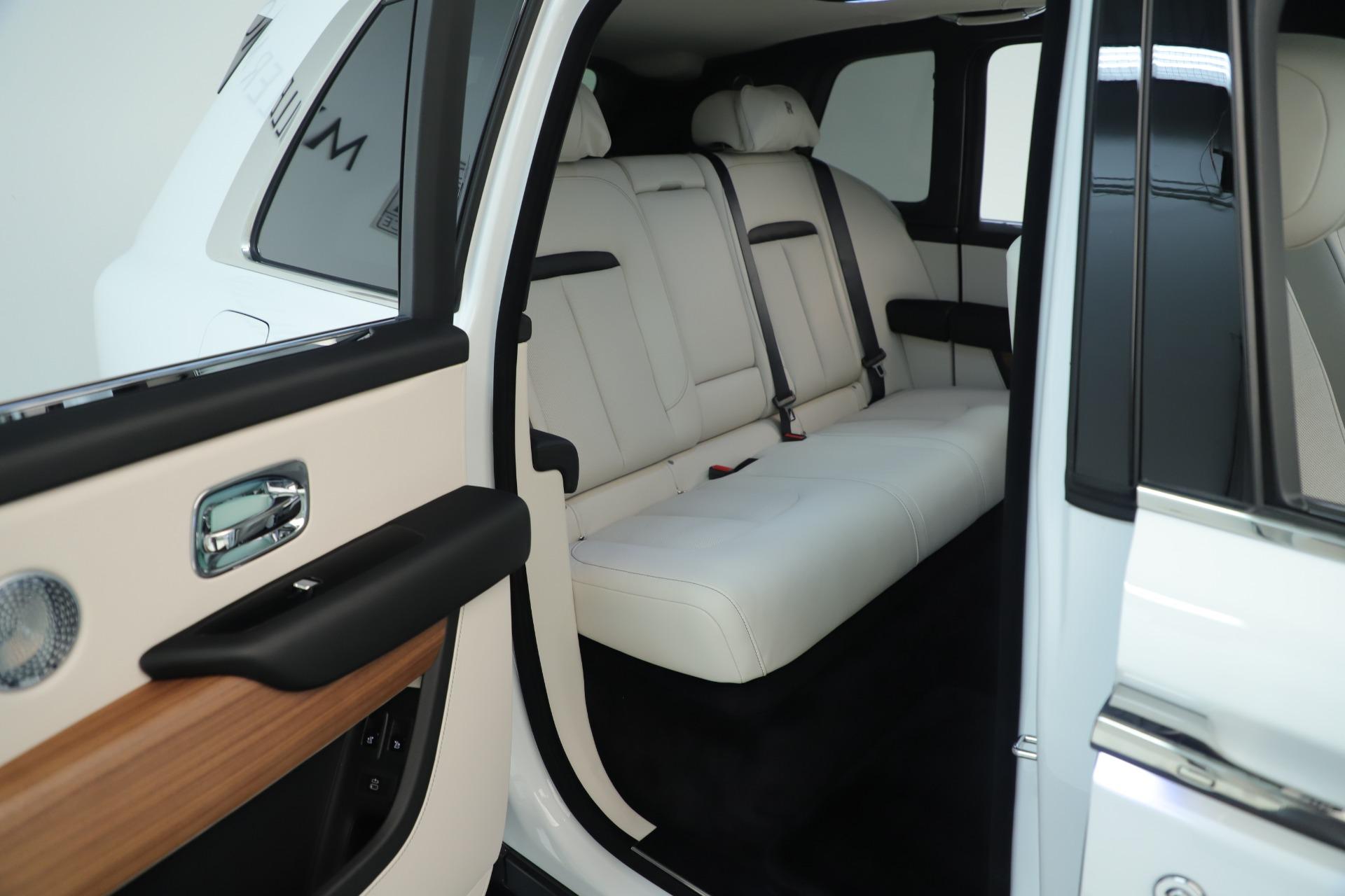 New 2019 Rolls-Royce Cullinan  For Sale In Greenwich, CT 3377_p17