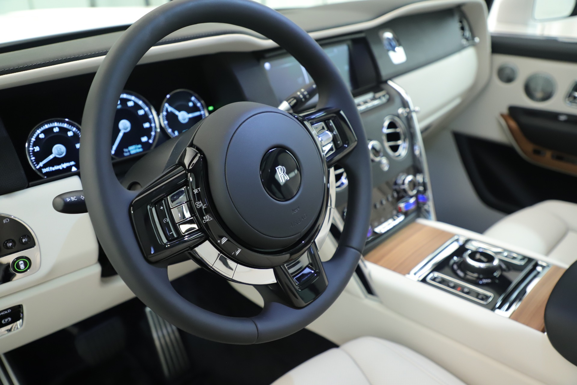 New 2019 Rolls-Royce Cullinan  For Sale In Greenwich, CT 3377_p33