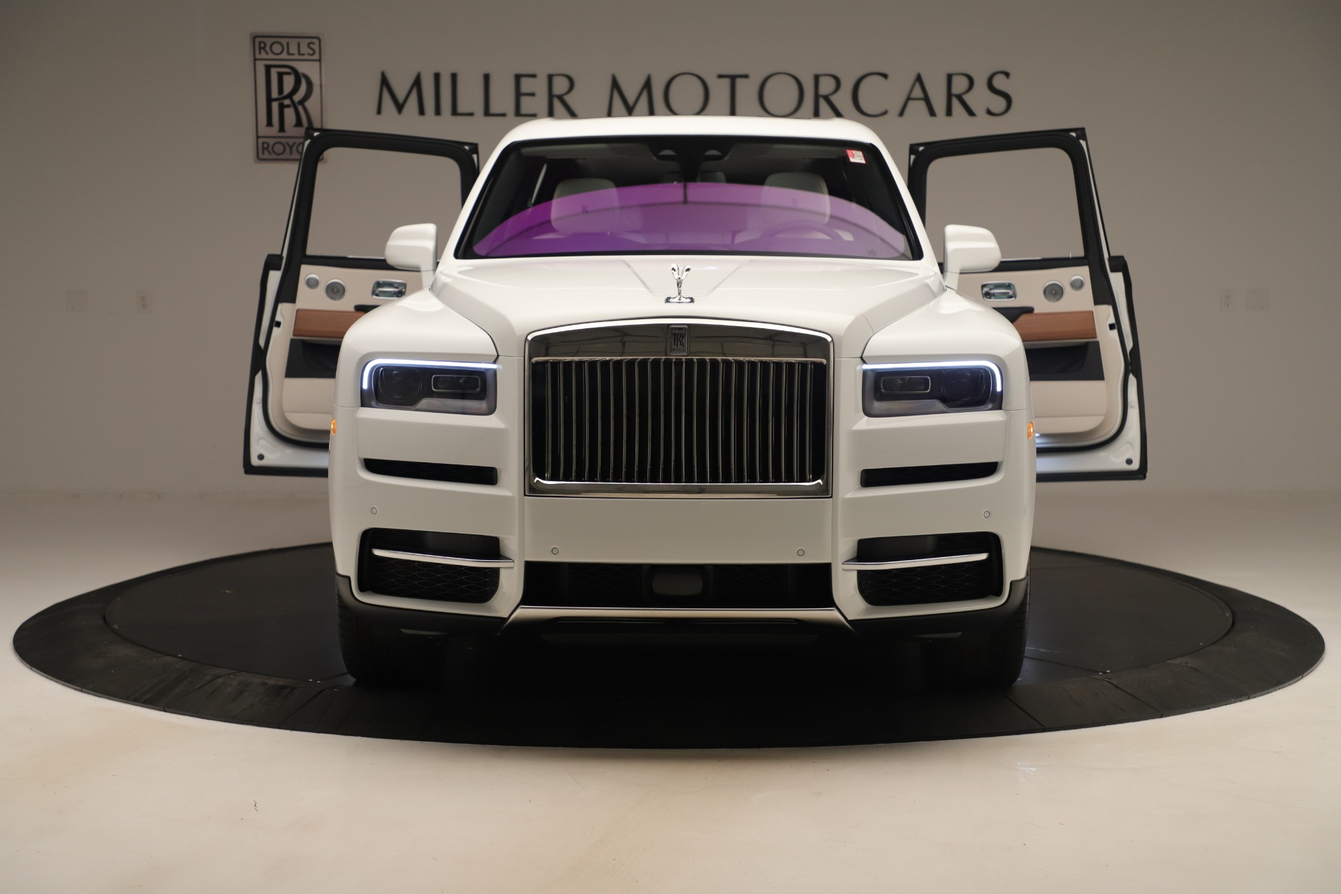 New 2019 Rolls-Royce Cullinan  For Sale In Greenwich, CT 3377_p9