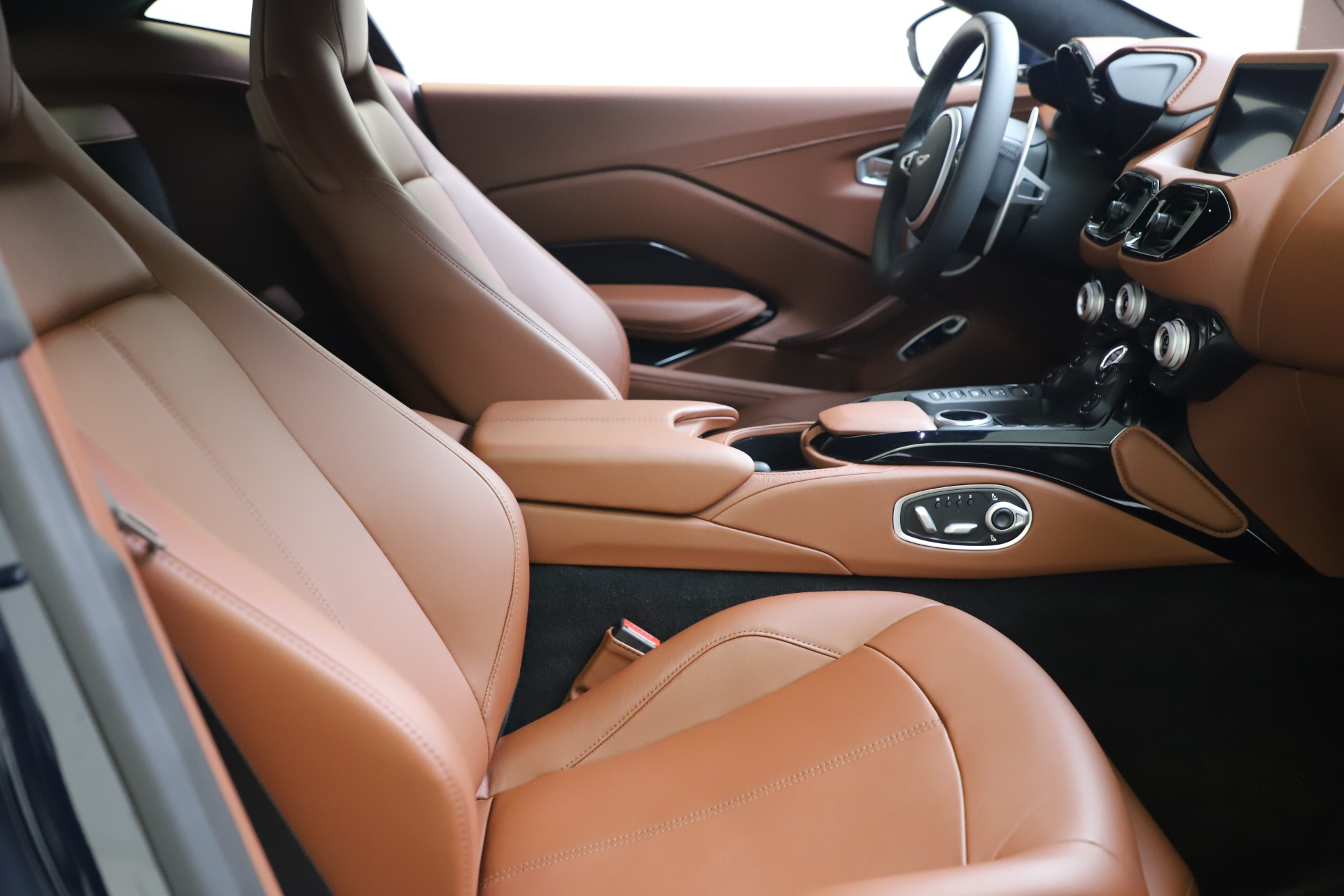 New 2020 Aston Martin Vantage Coupe For Sale In Greenwich, CT 3378_p16
