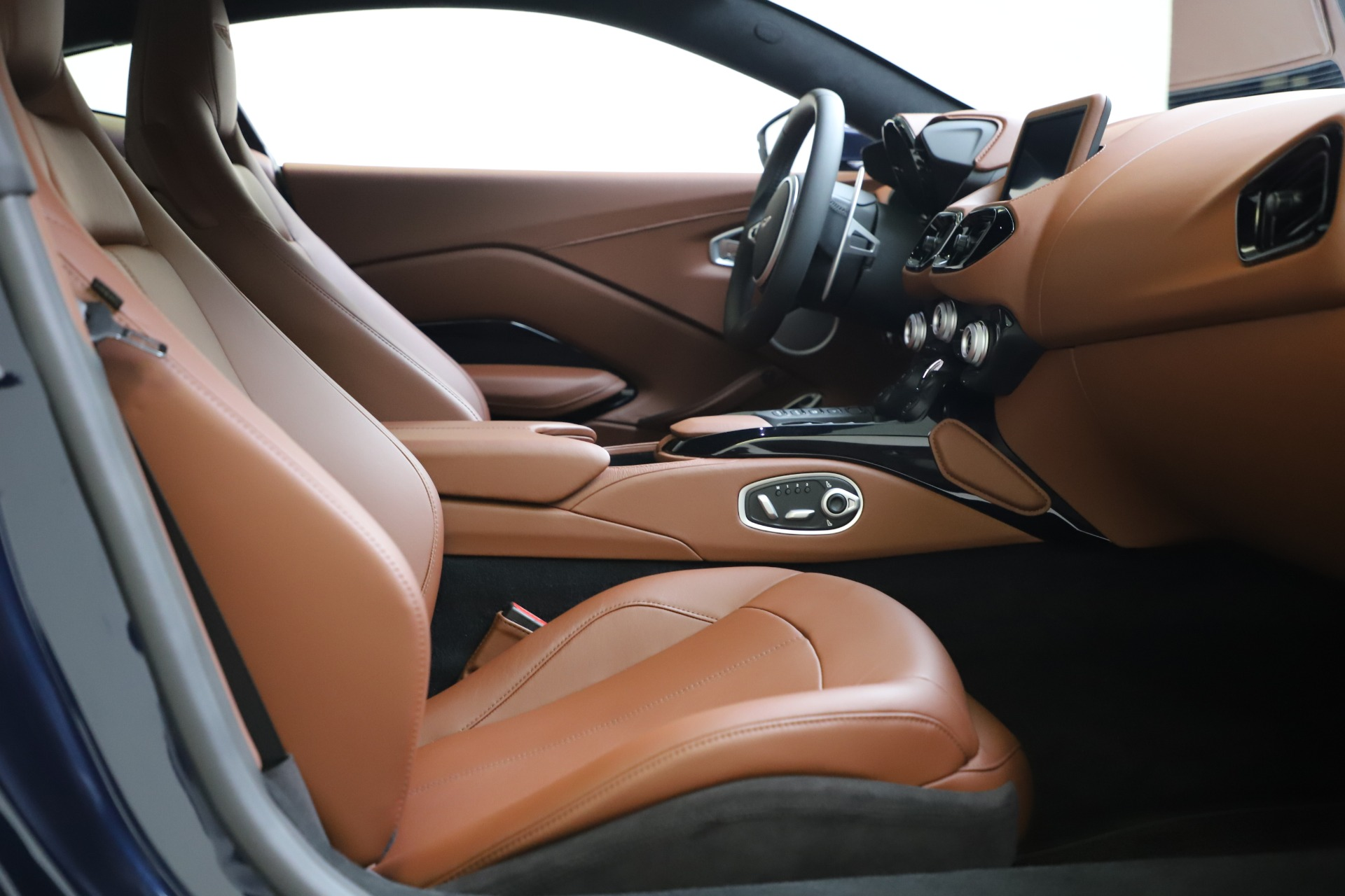 New 2020 Aston Martin Vantage Coupe For Sale In Greenwich, CT 3378_p17