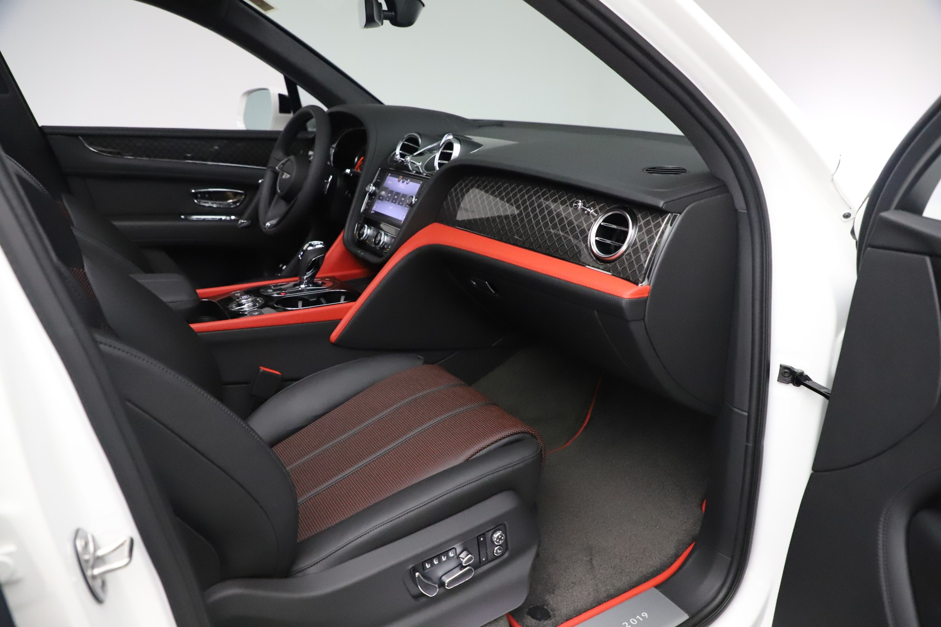 New 2020 Bentley Bentayga V8 Design Series For Sale In Greenwich, CT 3414_p17