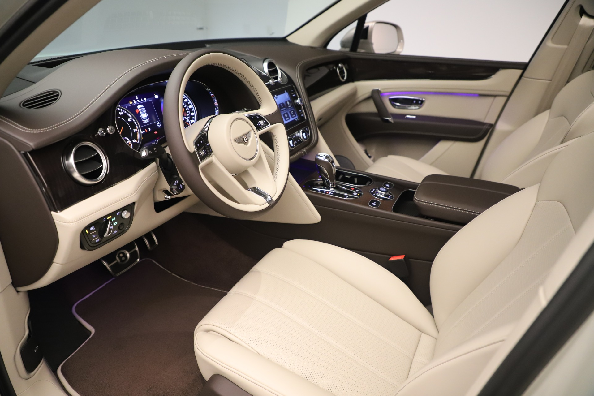 New 2020 Bentley Bentayga V8 For Sale In Greenwich, CT 3419_p17