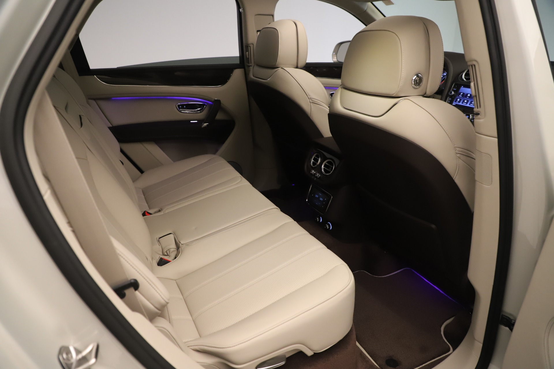 New 2020 Bentley Bentayga V8 For Sale In Greenwich, CT 3419_p24