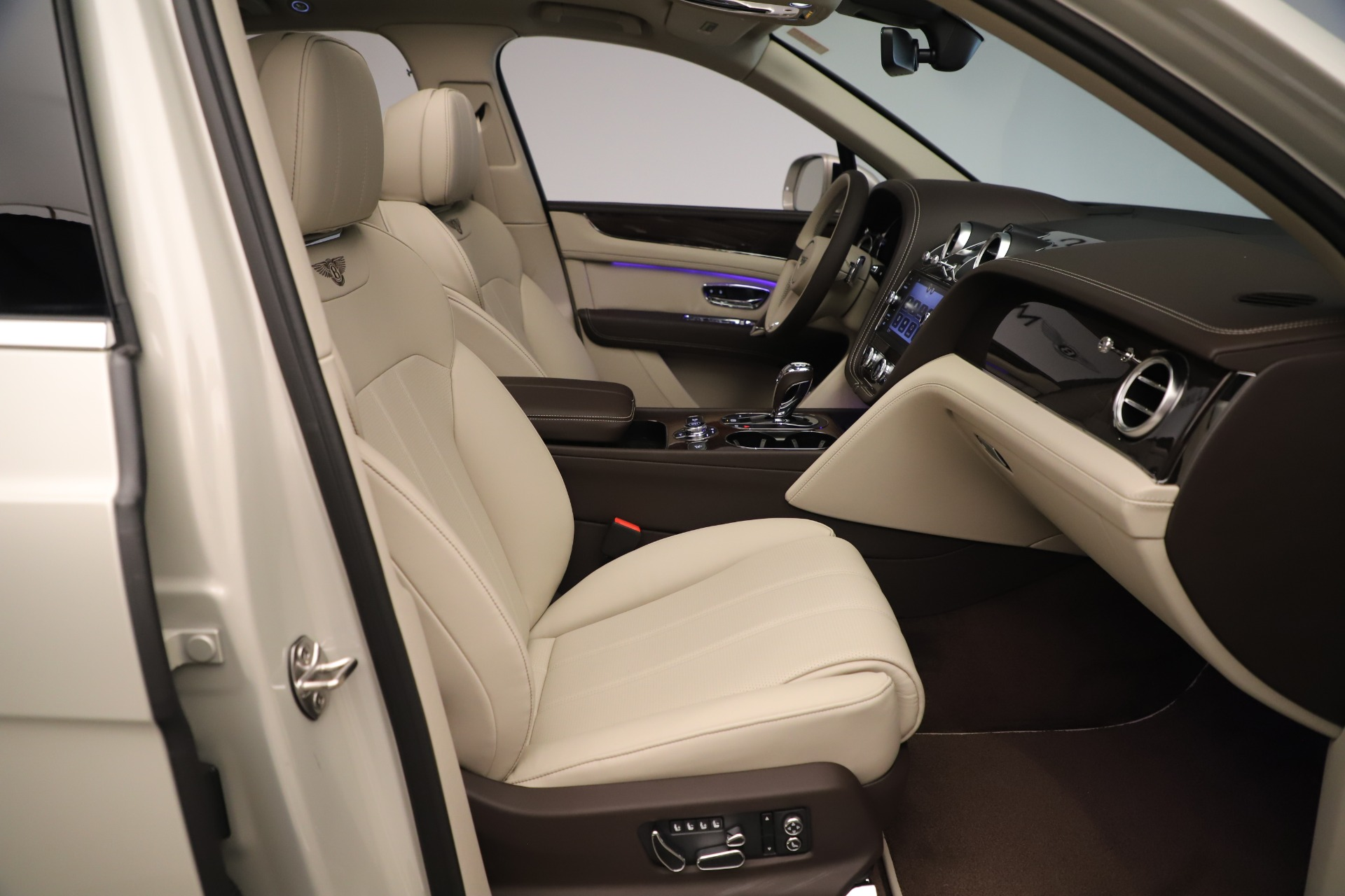 New 2020 Bentley Bentayga V8 For Sale In Greenwich, CT 3419_p28