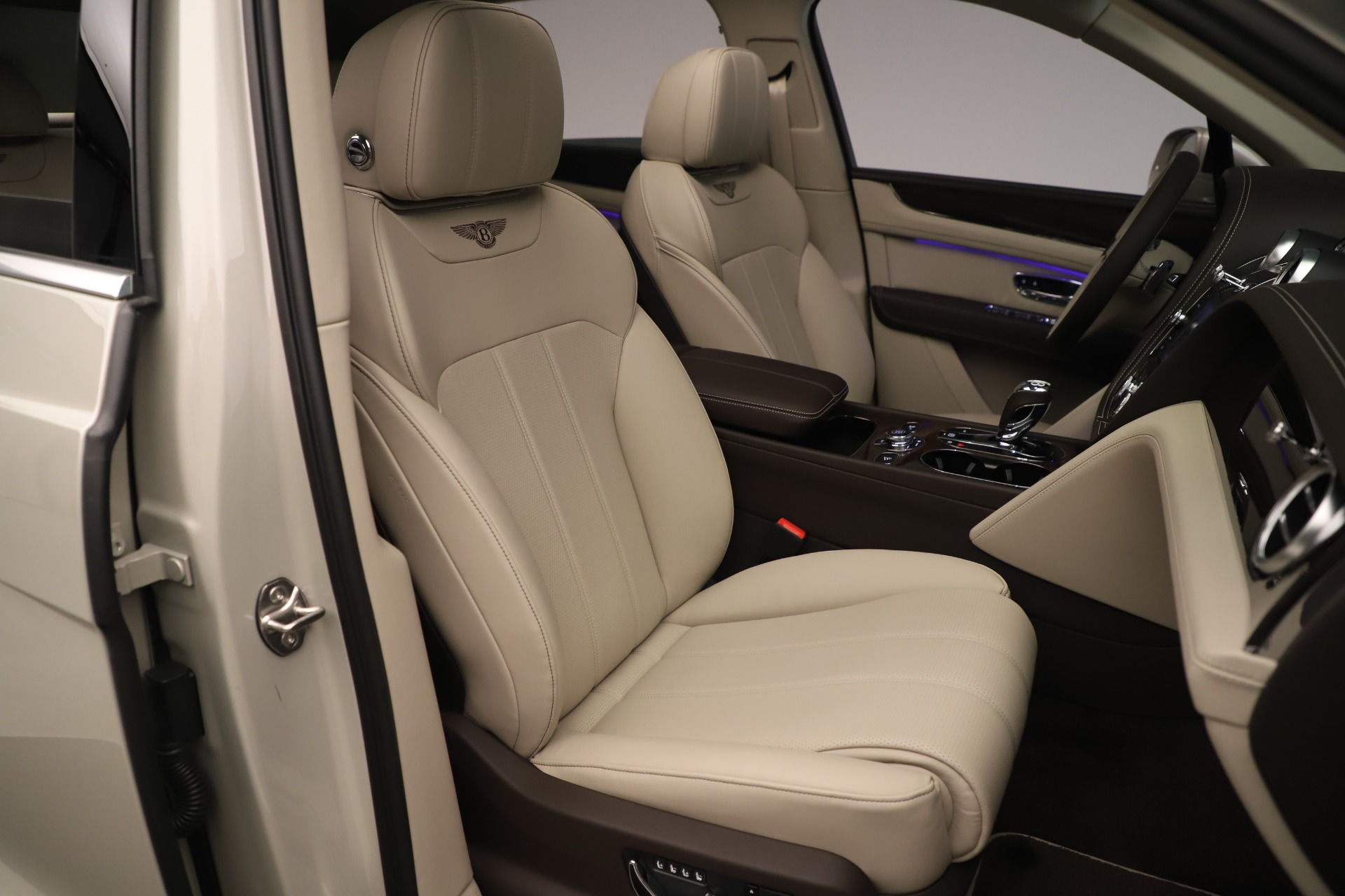 New 2020 Bentley Bentayga V8 For Sale In Greenwich, CT 3419_p29