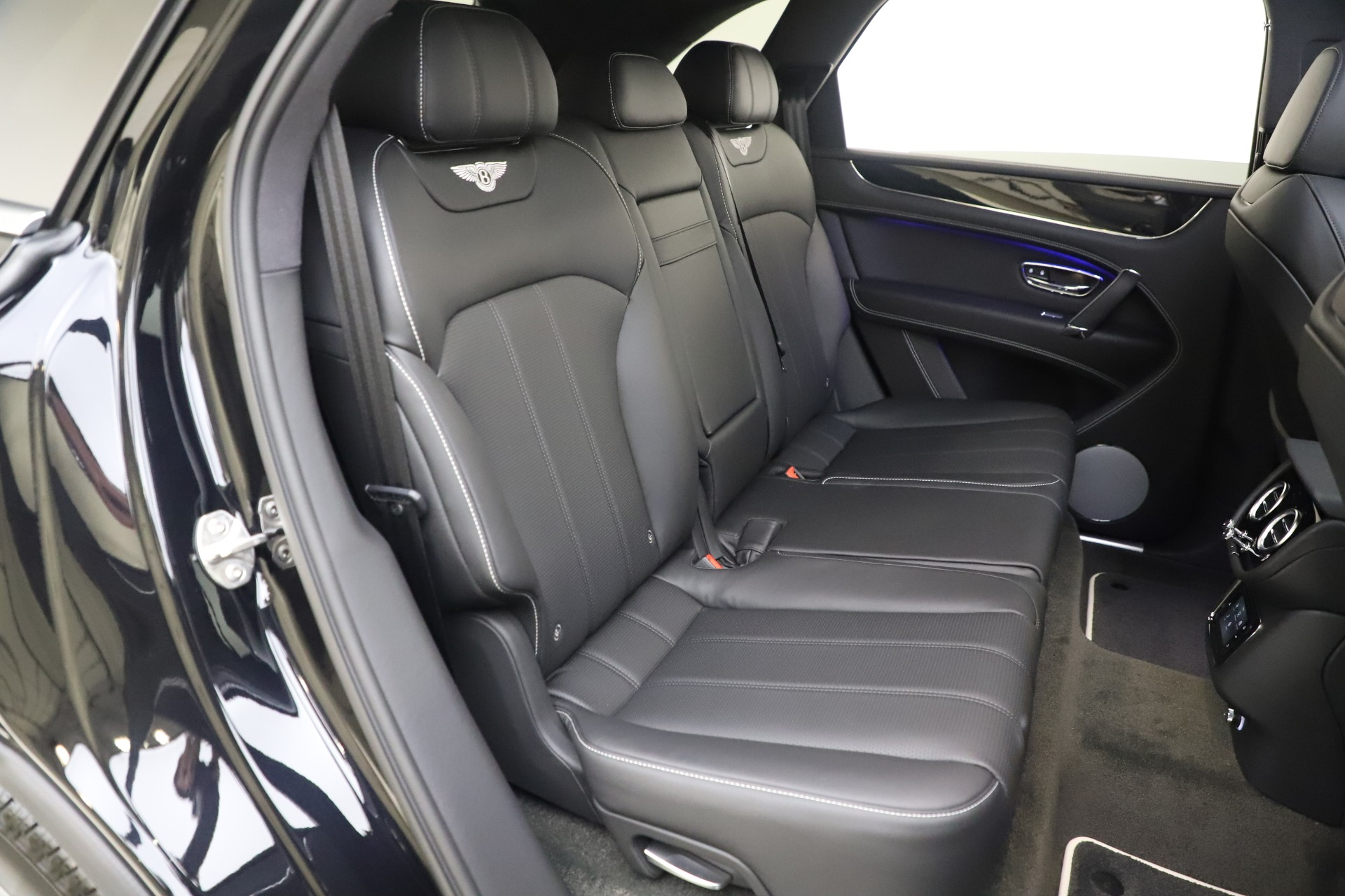 New 2020 Bentley Bentayga V8 For Sale In Greenwich, CT 3425_p25