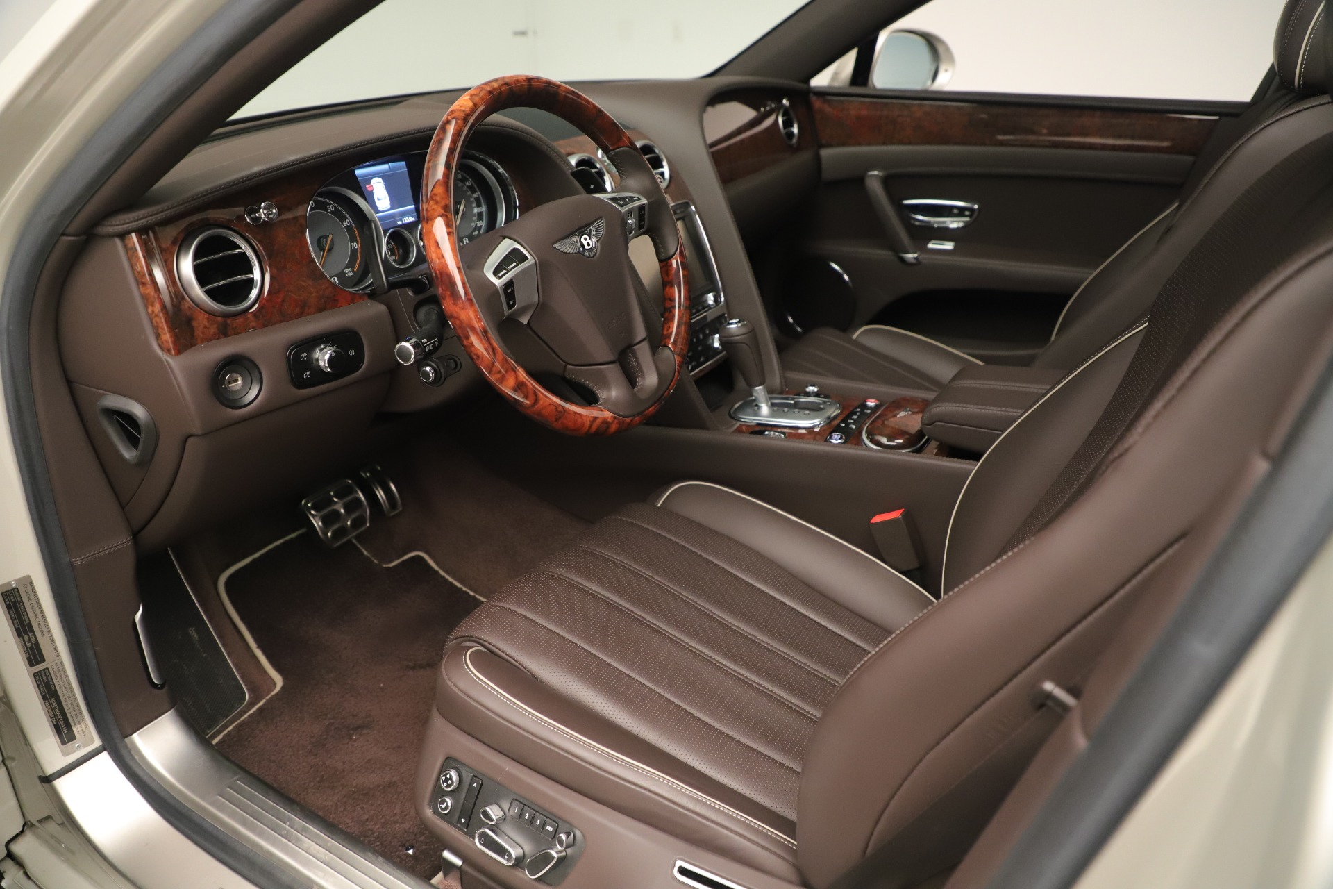 Used 2015 Bentley Flying Spur V8 For Sale In Greenwich, CT 3444_p16