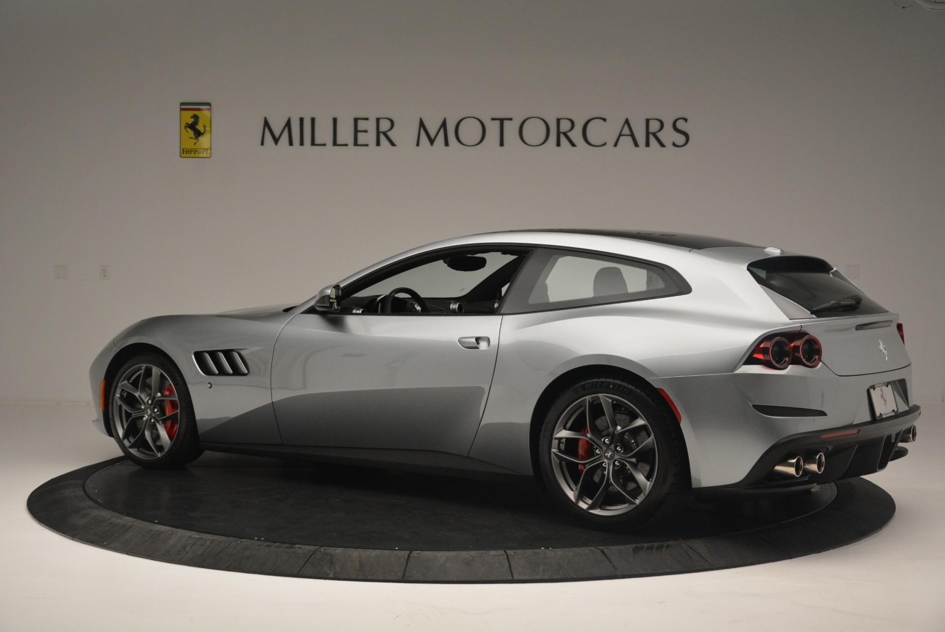 Used 2019 Ferrari GTC4LussoT V8 For Sale In Greenwich, CT 3447_p4