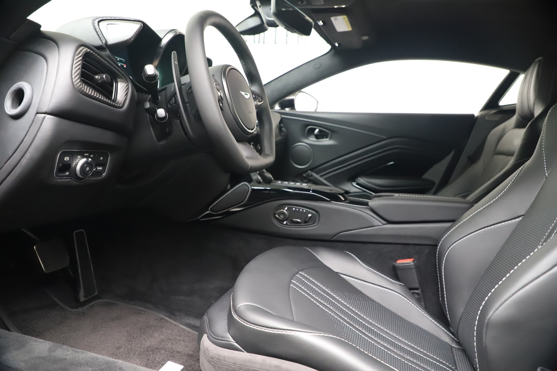 New 2020 Aston Martin Vantage Coupe For Sale In Greenwich, CT 3481_p28