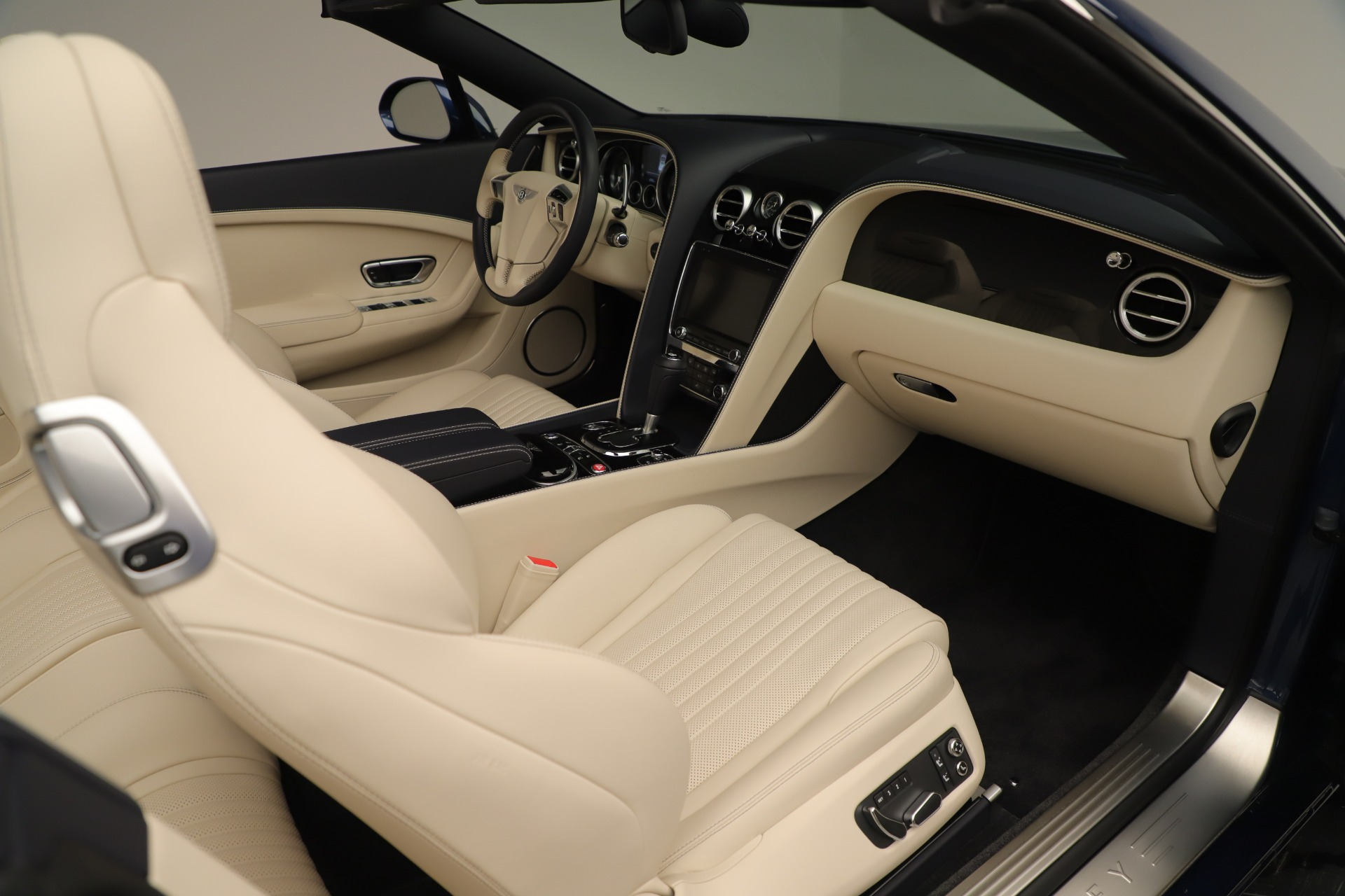 Used 2017 Bentley Continental GT V8 For Sale In Greenwich, CT 3488_p34