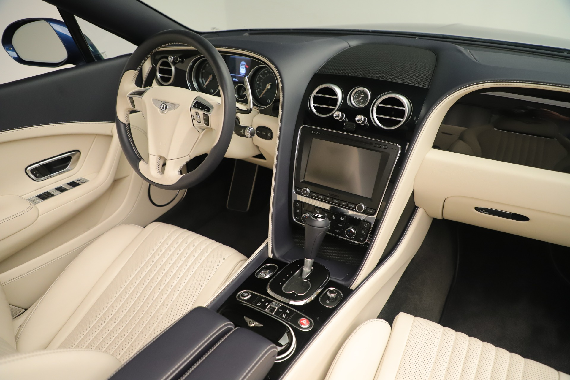 Used 2017 Bentley Continental GT V8 For Sale In Greenwich, CT 3488_p35