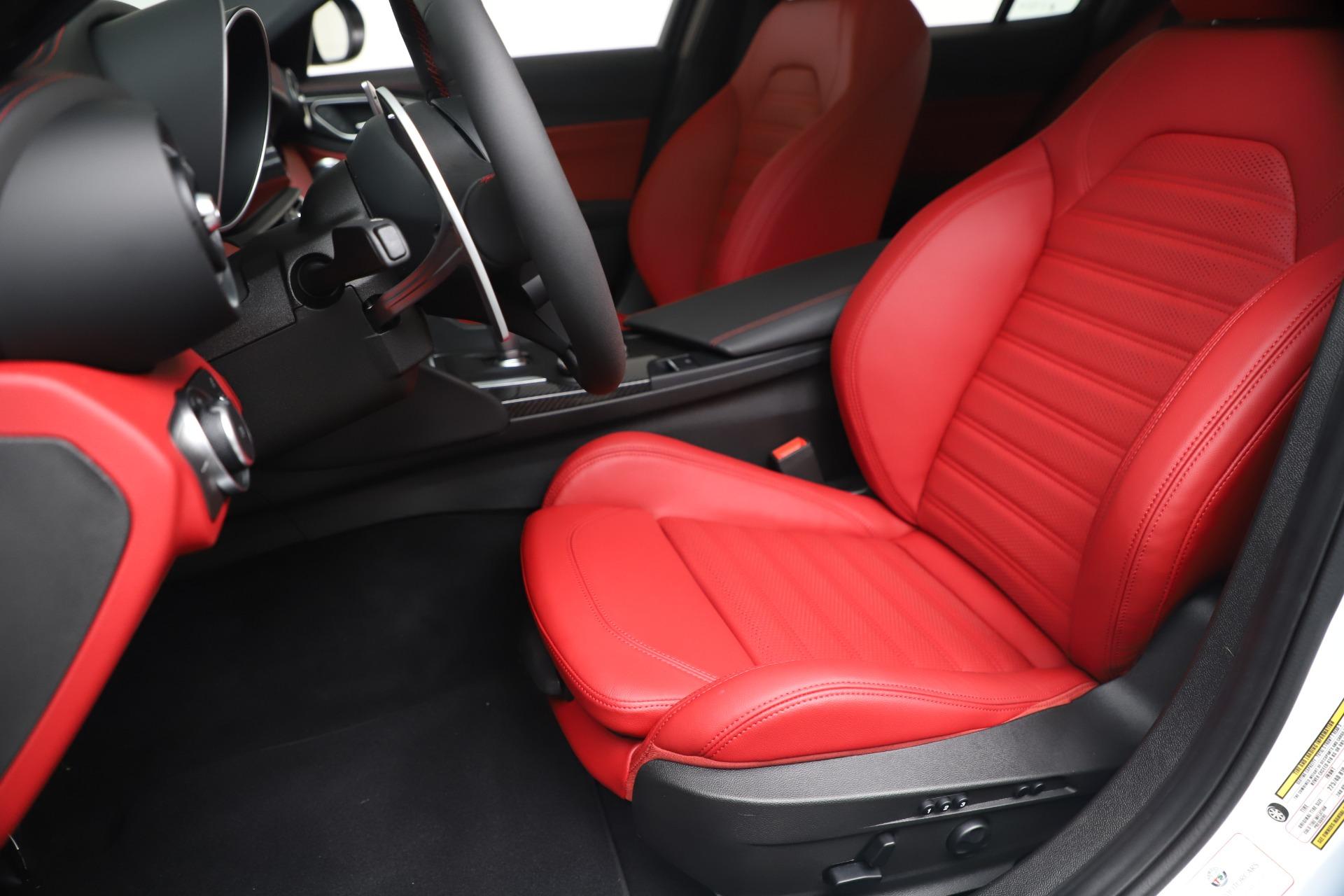 New 2019 Alfa Romeo Giulia Ti Sport Carbon Q4 For Sale In Greenwich, CT 3518_p15