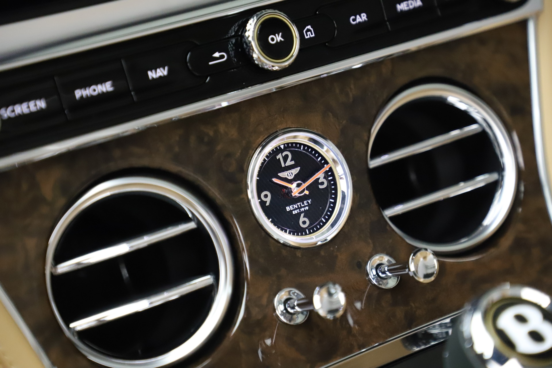 New 2020 Bentley Continental GTC V8 For Sale In Greenwich, CT 3572_p31