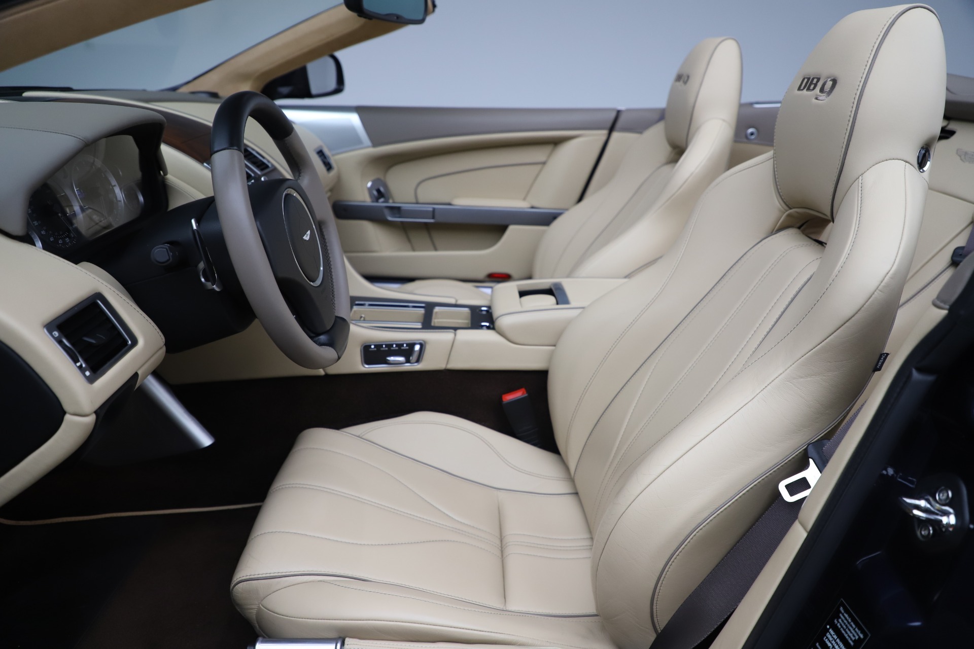 Used 2014 Aston Martin DB9 Volante For Sale In Greenwich, CT 3591_p20