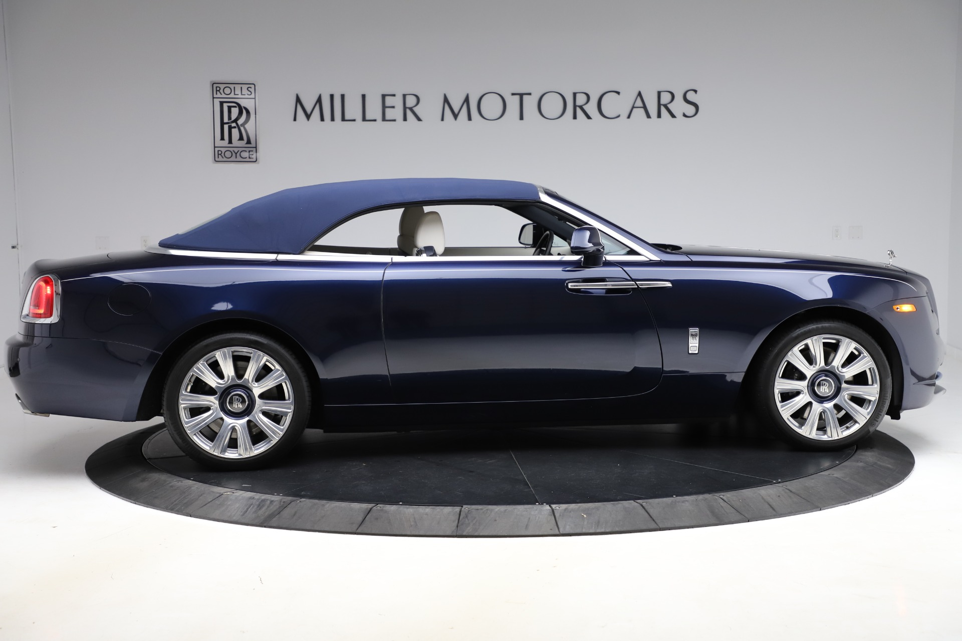 Used 2016 Rolls-Royce Dawn  For Sale In Greenwich, CT 553_p22