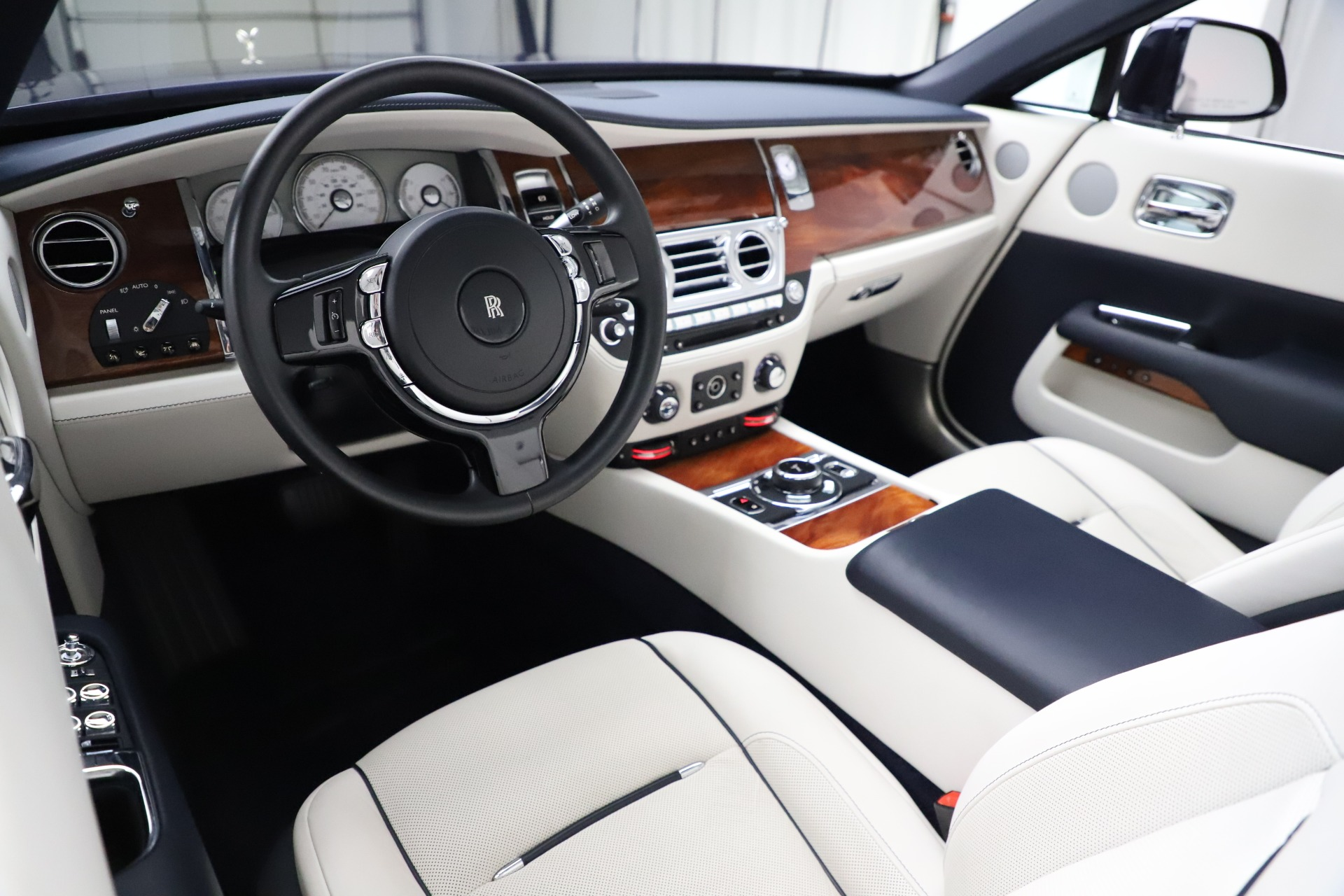 Used 2016 Rolls-Royce Dawn  For Sale In Greenwich, CT 553_p27