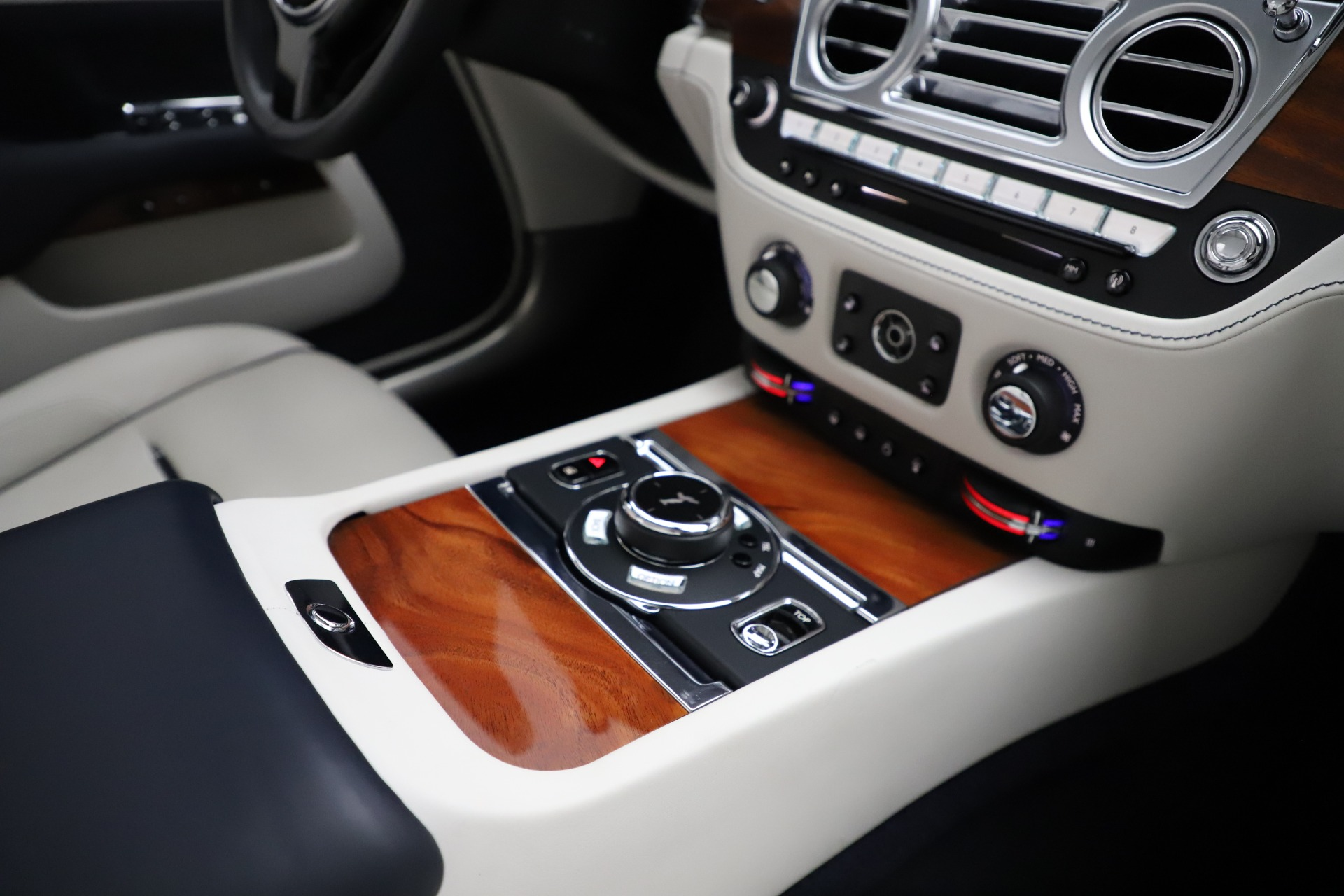 Used 2016 Rolls-Royce Dawn  For Sale In Greenwich, CT 553_p34