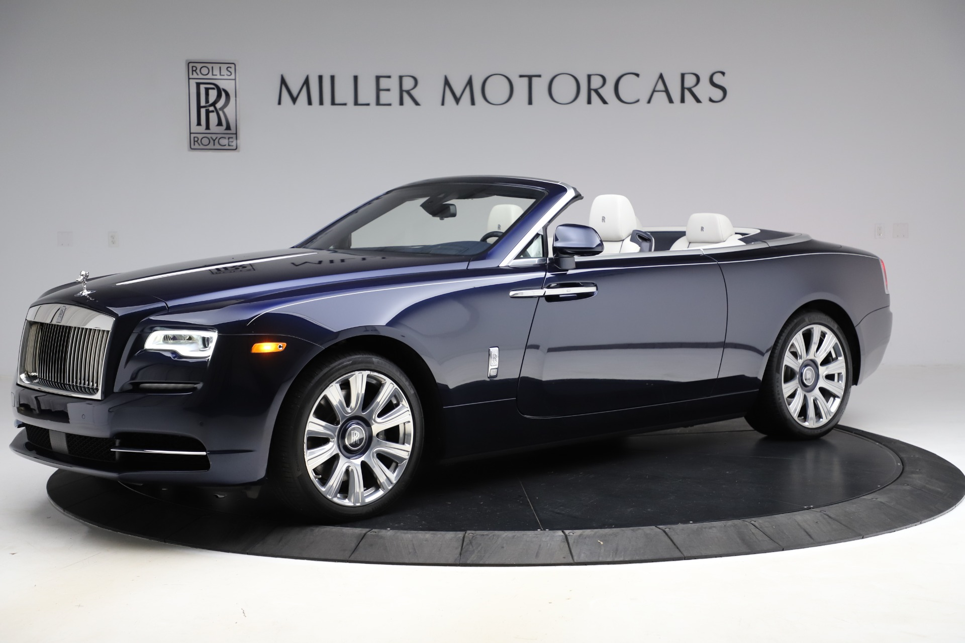 Used 2016 Rolls-Royce Dawn  For Sale In Greenwich, CT 553_p3