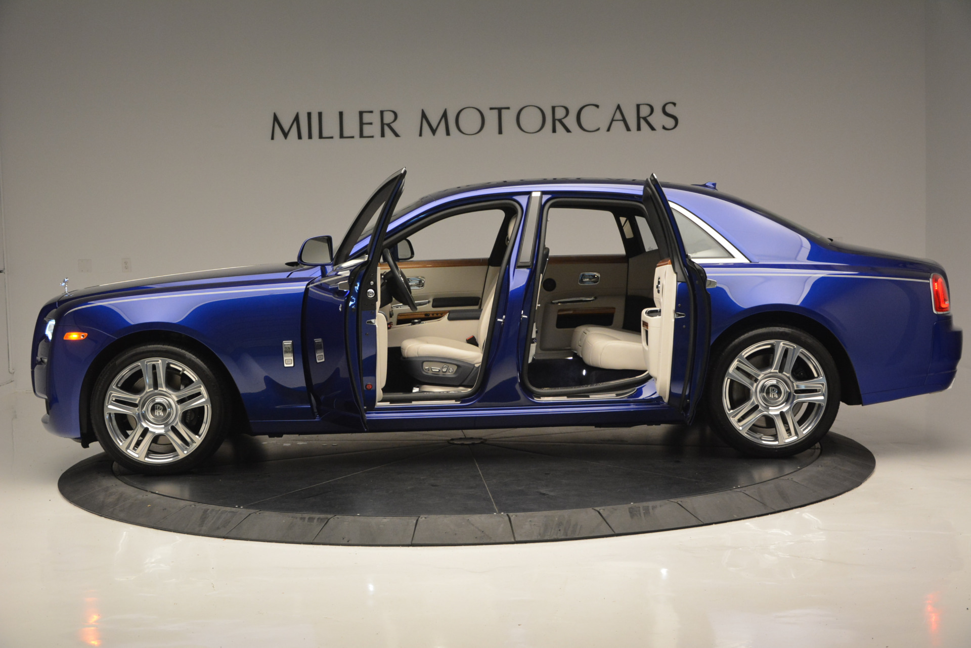 Used 2016 ROLLS-ROYCE GHOST SERIES II  For Sale In Greenwich, CT 634_p16
