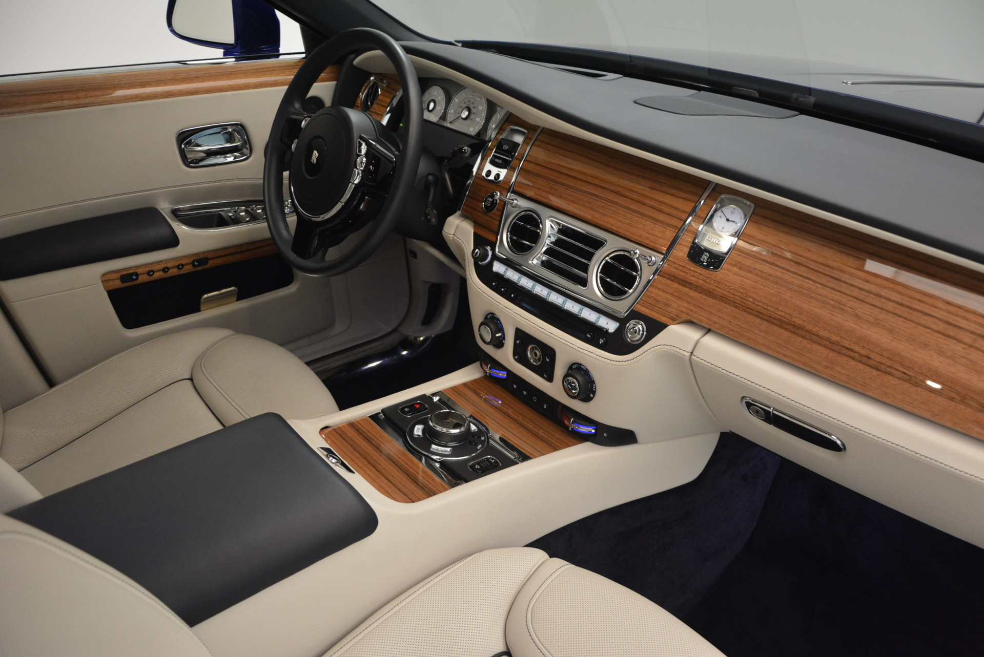 Used 2016 ROLLS-ROYCE GHOST SERIES II  For Sale In Greenwich, CT 634_p36