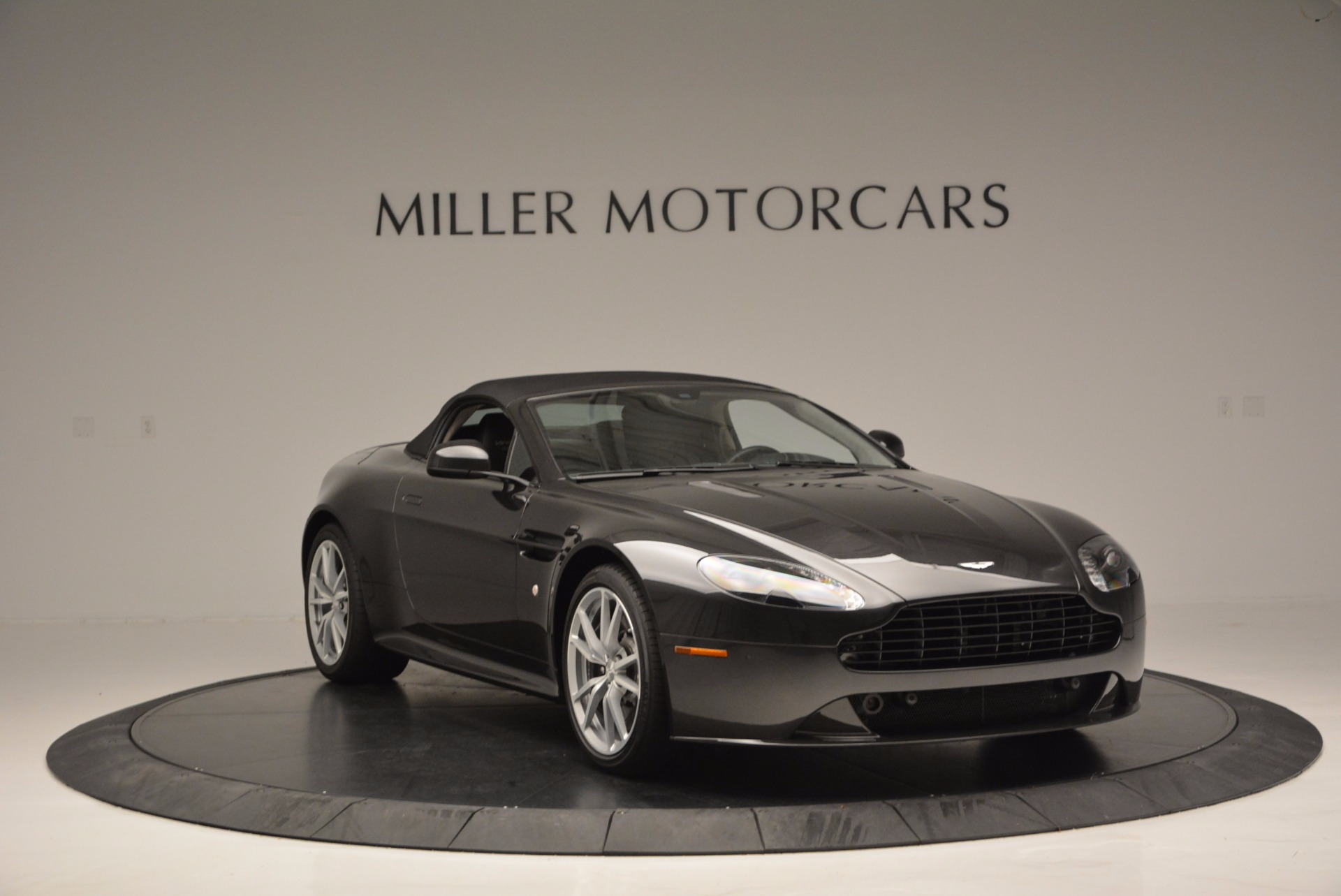 Used 2016 Aston Martin V8 Vantage S Roadster For Sale In Greenwich, CT 652_p23