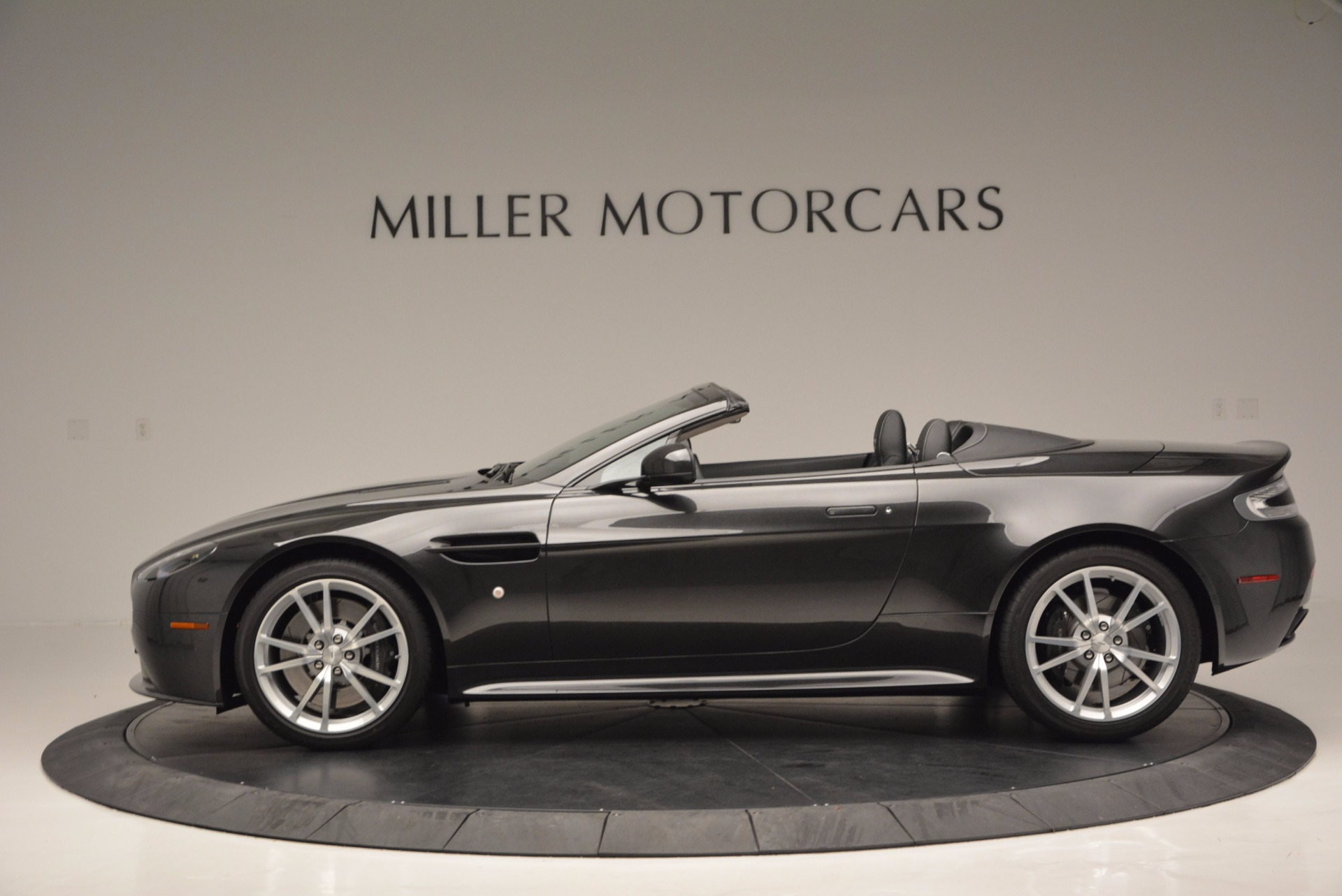 Used 2016 Aston Martin V8 Vantage S Roadster For Sale In Greenwich, CT 652_p3