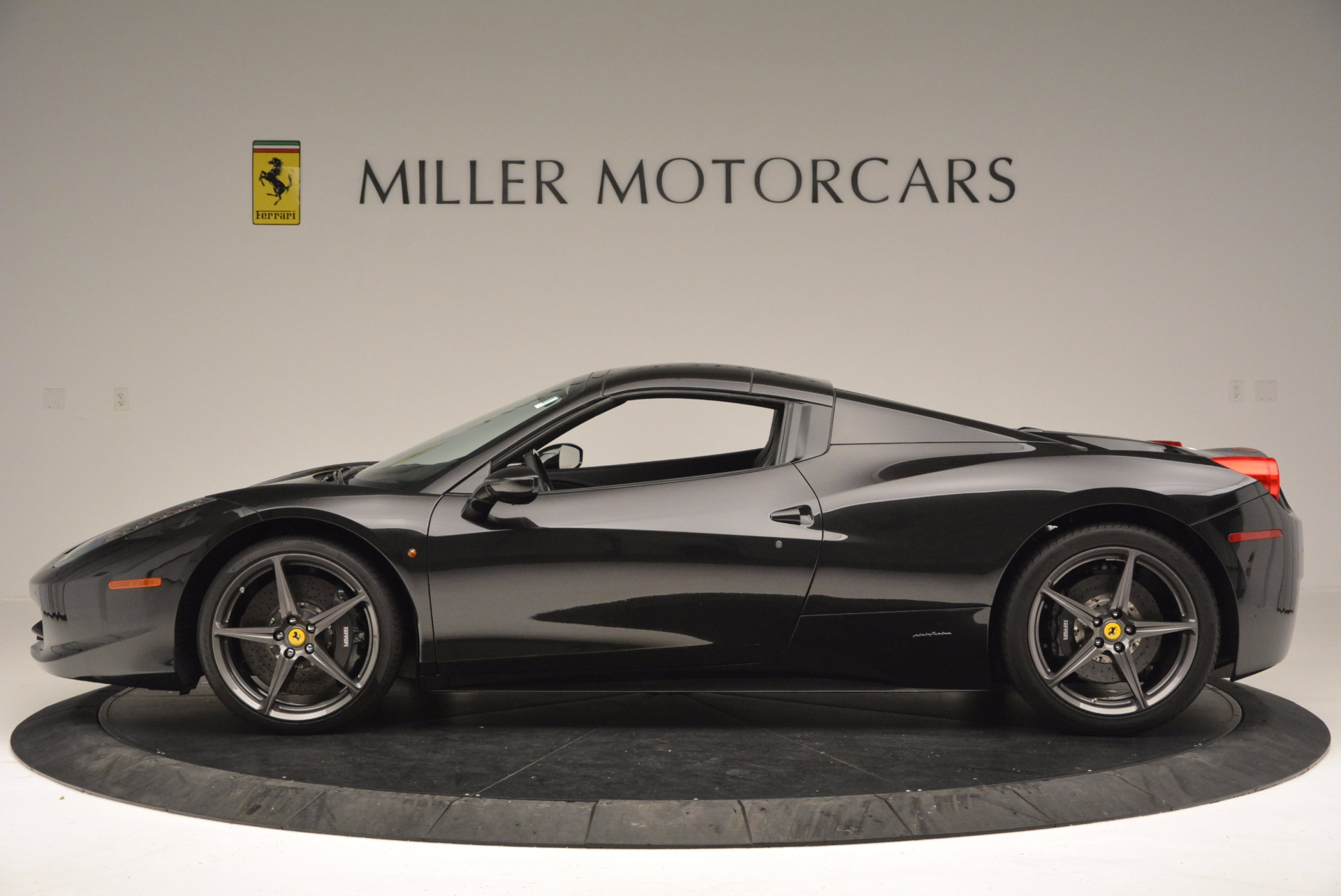 Used 2015 Ferrari 458 Spider  For Sale In Greenwich, CT 660_p15