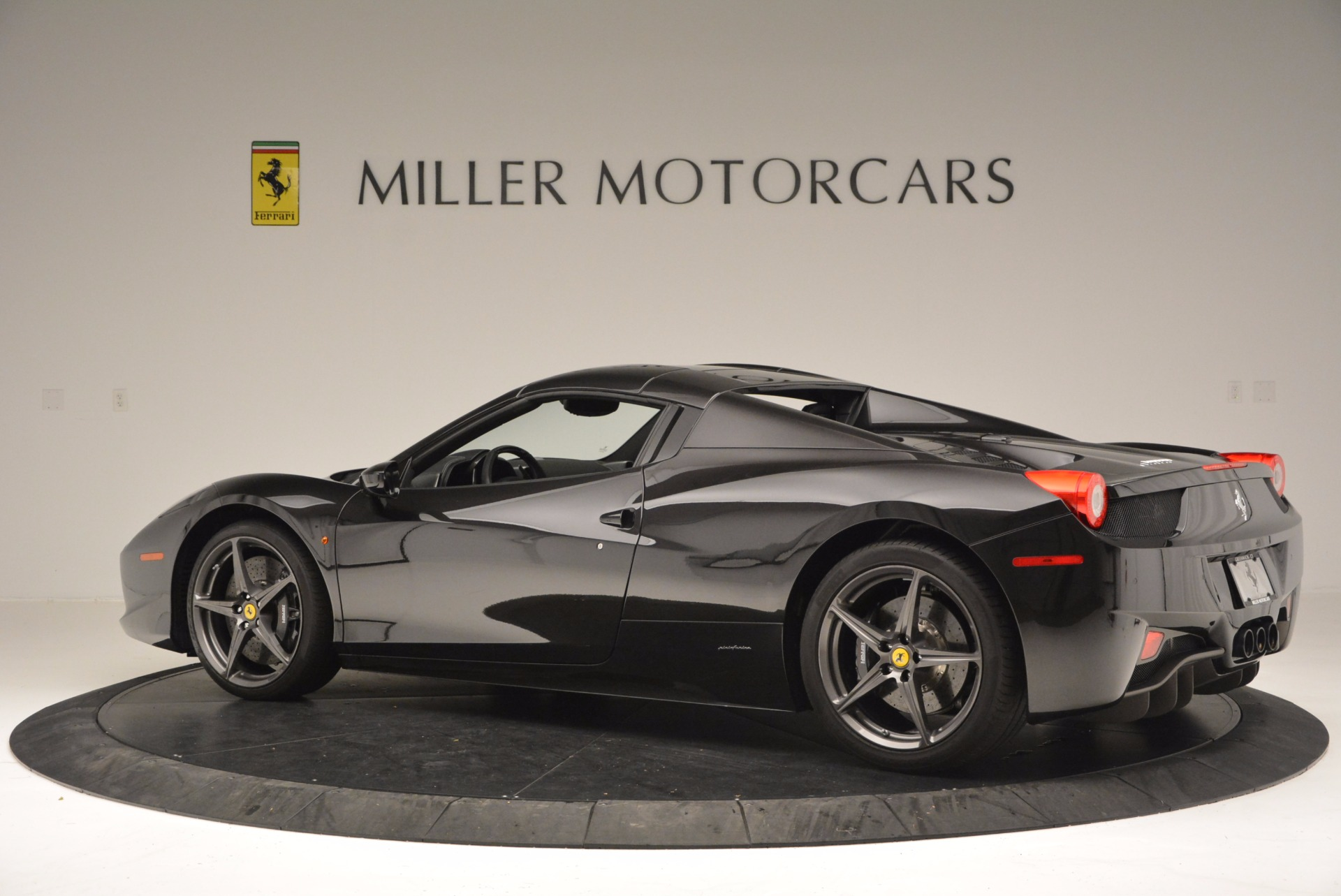 Used 2015 Ferrari 458 Spider  For Sale In Greenwich, CT 660_p16