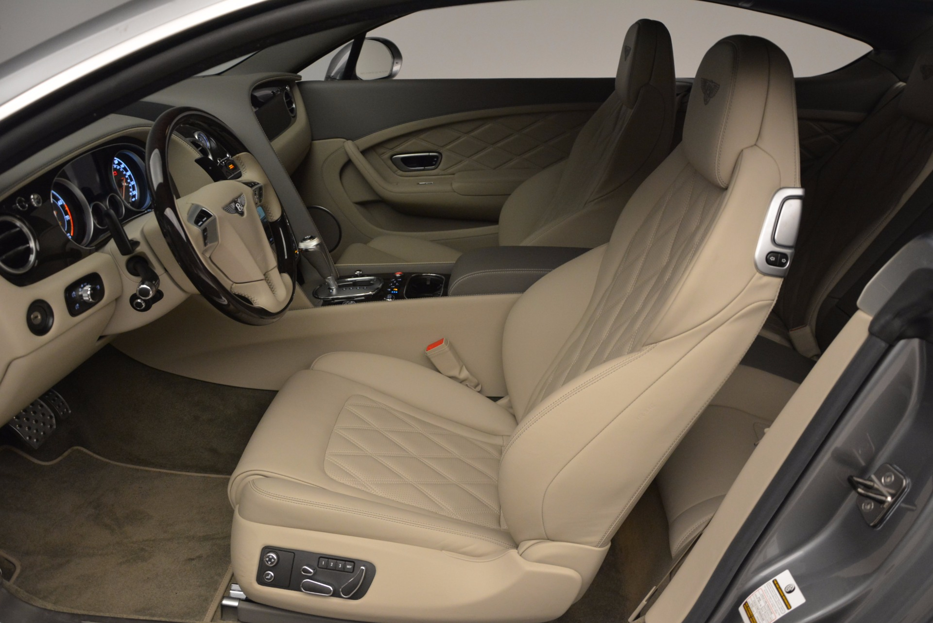 Used 2014 Bentley Continental GT V8  For Sale In Greenwich, CT 673_p20