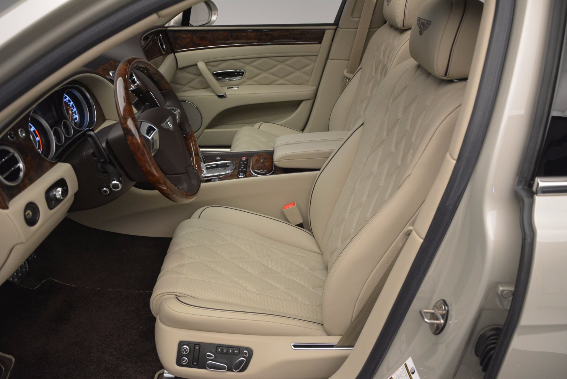 Used 2015 Bentley Flying Spur W12  For Sale In Greenwich, CT 694_p24