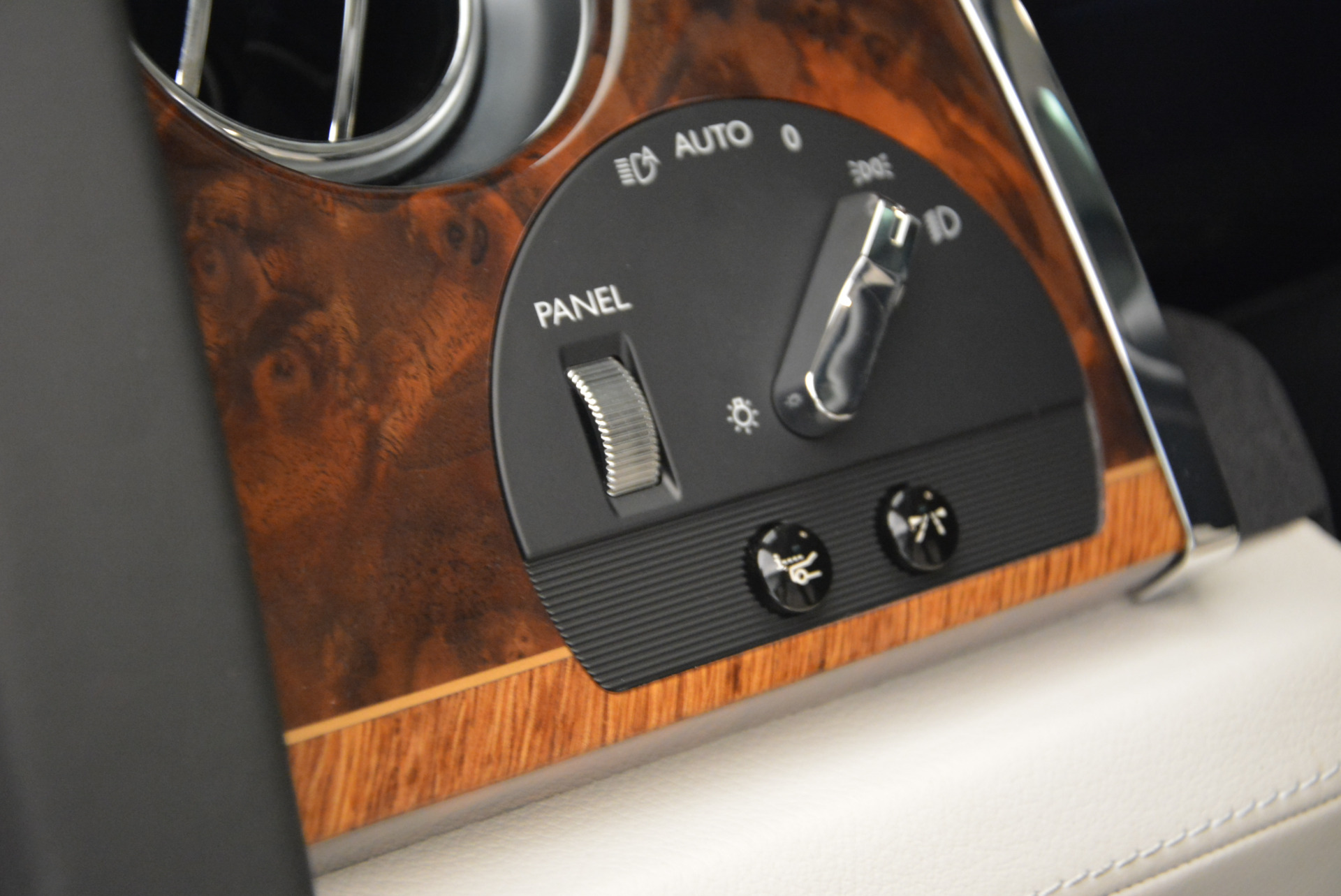 Used 2013 Rolls-Royce Ghost  For Sale In Greenwich, CT 702_p27