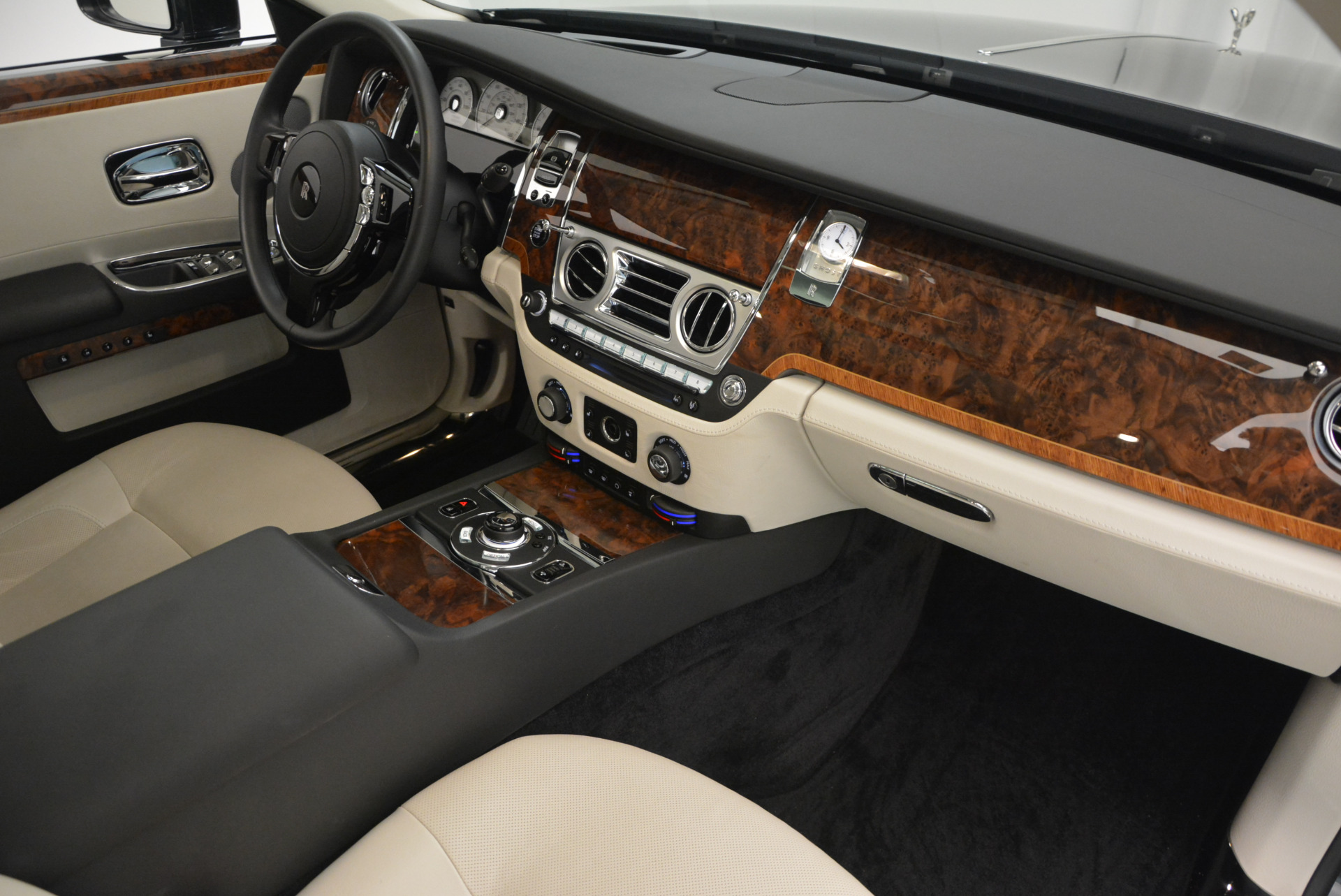 Used 2013 Rolls-Royce Ghost  For Sale In Greenwich, CT 702_p33