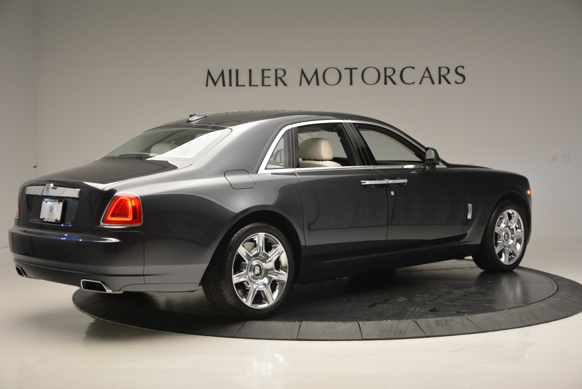 Used 2013 Rolls-Royce Ghost  For Sale In Greenwich, CT 702_p9