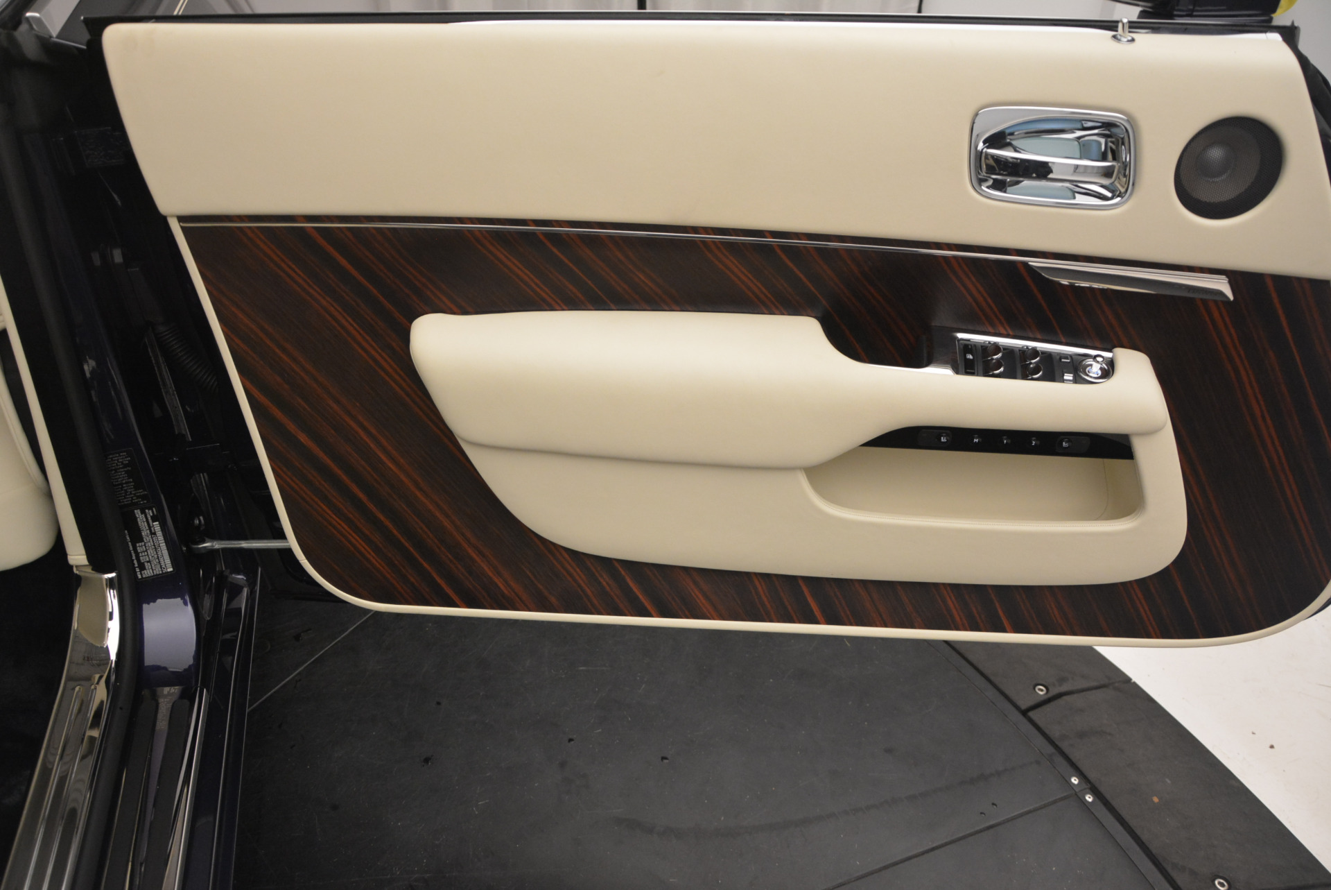 New 2016 Rolls-Royce Dawn  For Sale In Greenwich, CT 704_p28