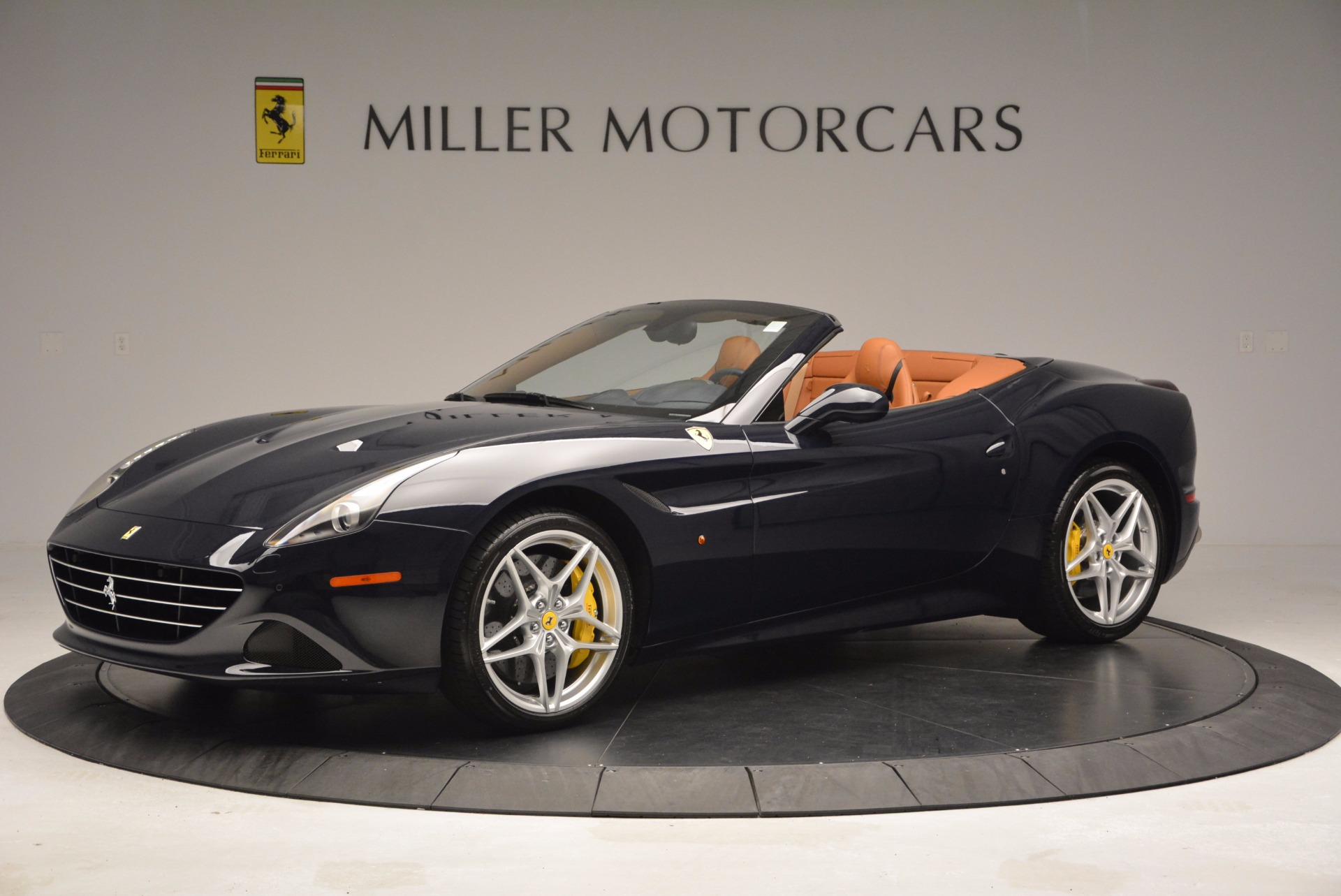 Used 2015 Ferrari California T  For Sale In Greenwich, CT 737_p2