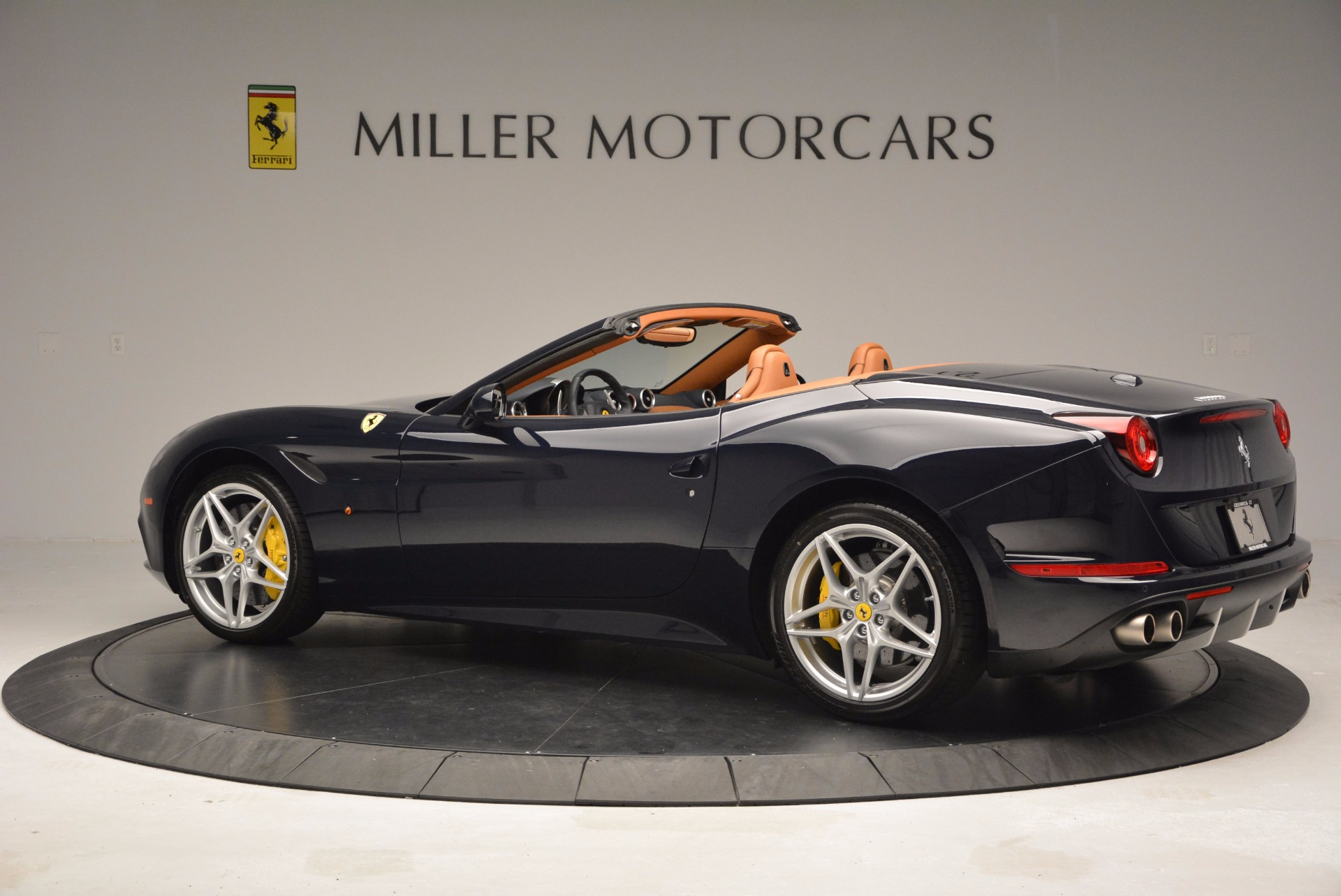 Used 2015 Ferrari California T  For Sale In Greenwich, CT 737_p4