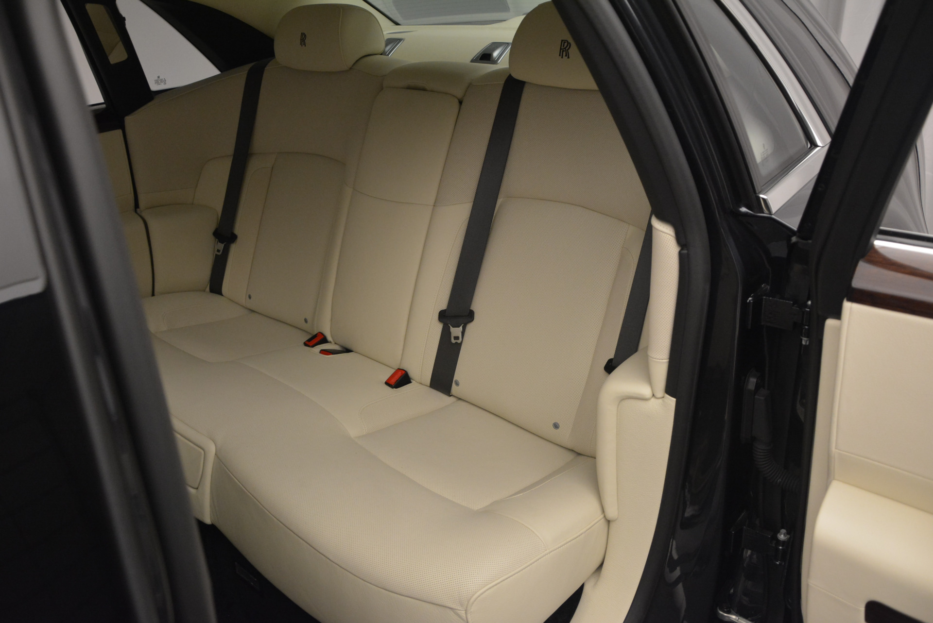 Used 2013 Rolls-Royce Ghost  For Sale In Greenwich, CT 739_p27