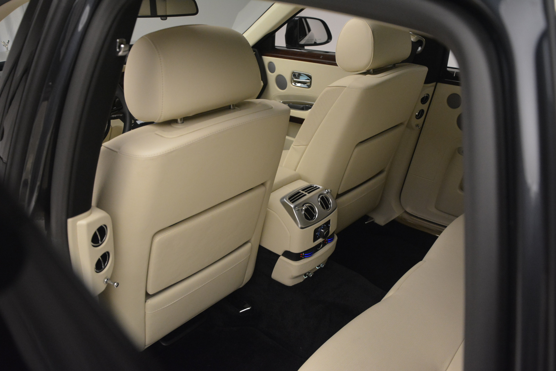 Used 2013 Rolls-Royce Ghost  For Sale In Greenwich, CT 739_p30