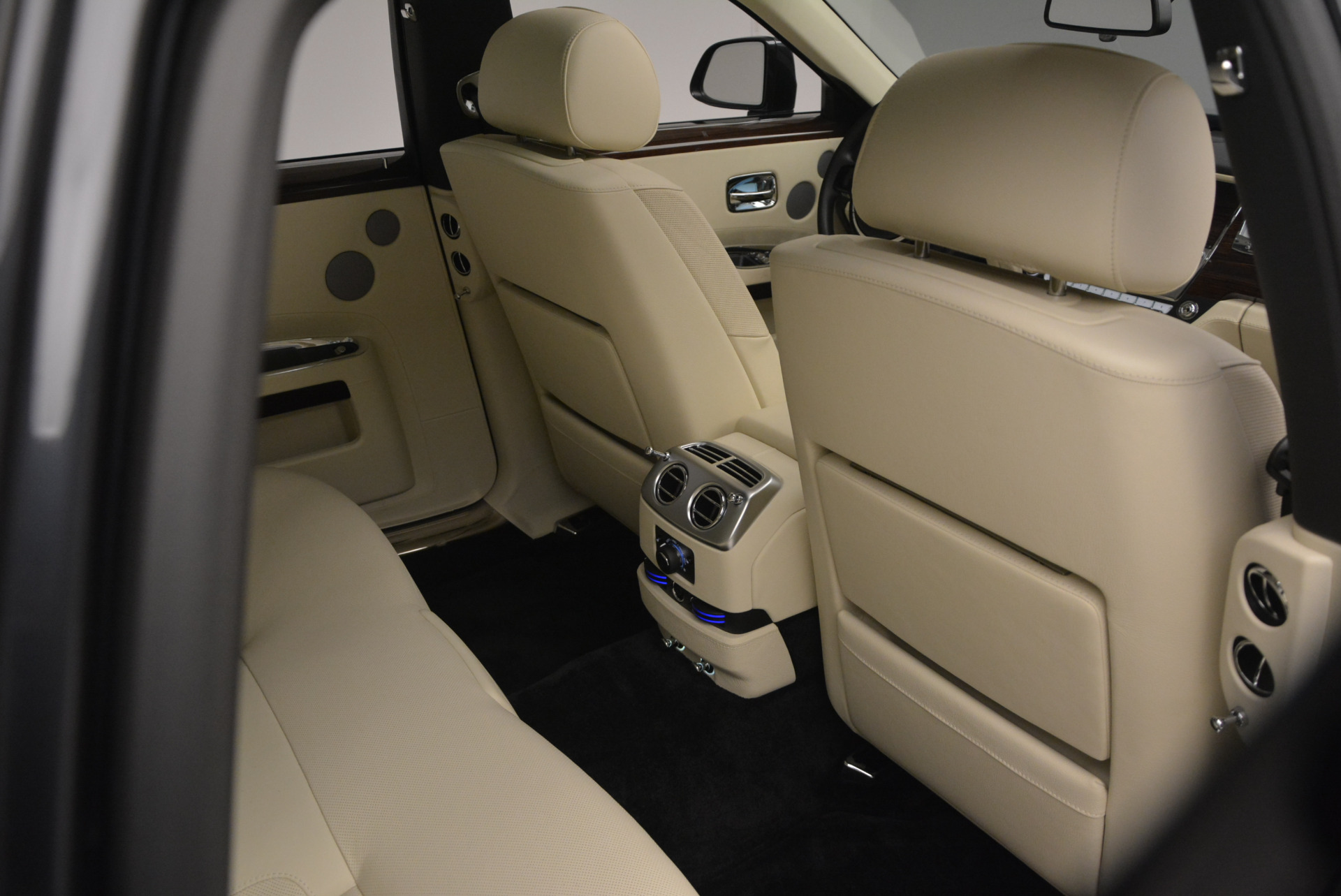 Used 2013 Rolls-Royce Ghost  For Sale In Greenwich, CT 739_p42