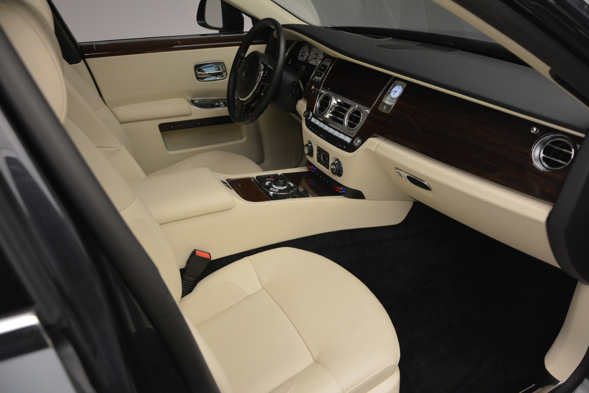 Used 2013 Rolls-Royce Ghost  For Sale In Greenwich, CT 739_p46
