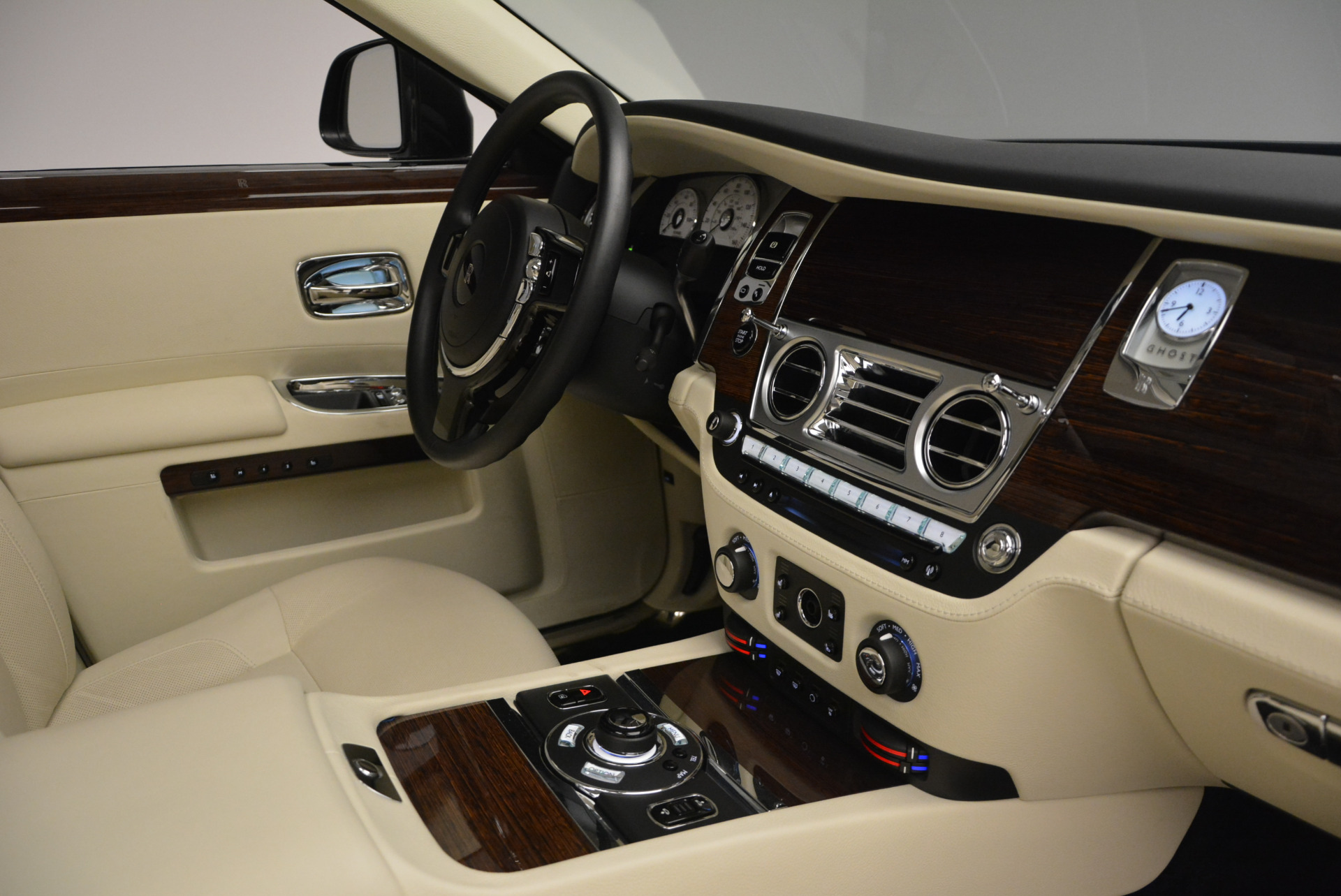 Used 2013 Rolls-Royce Ghost  For Sale In Greenwich, CT 739_p47