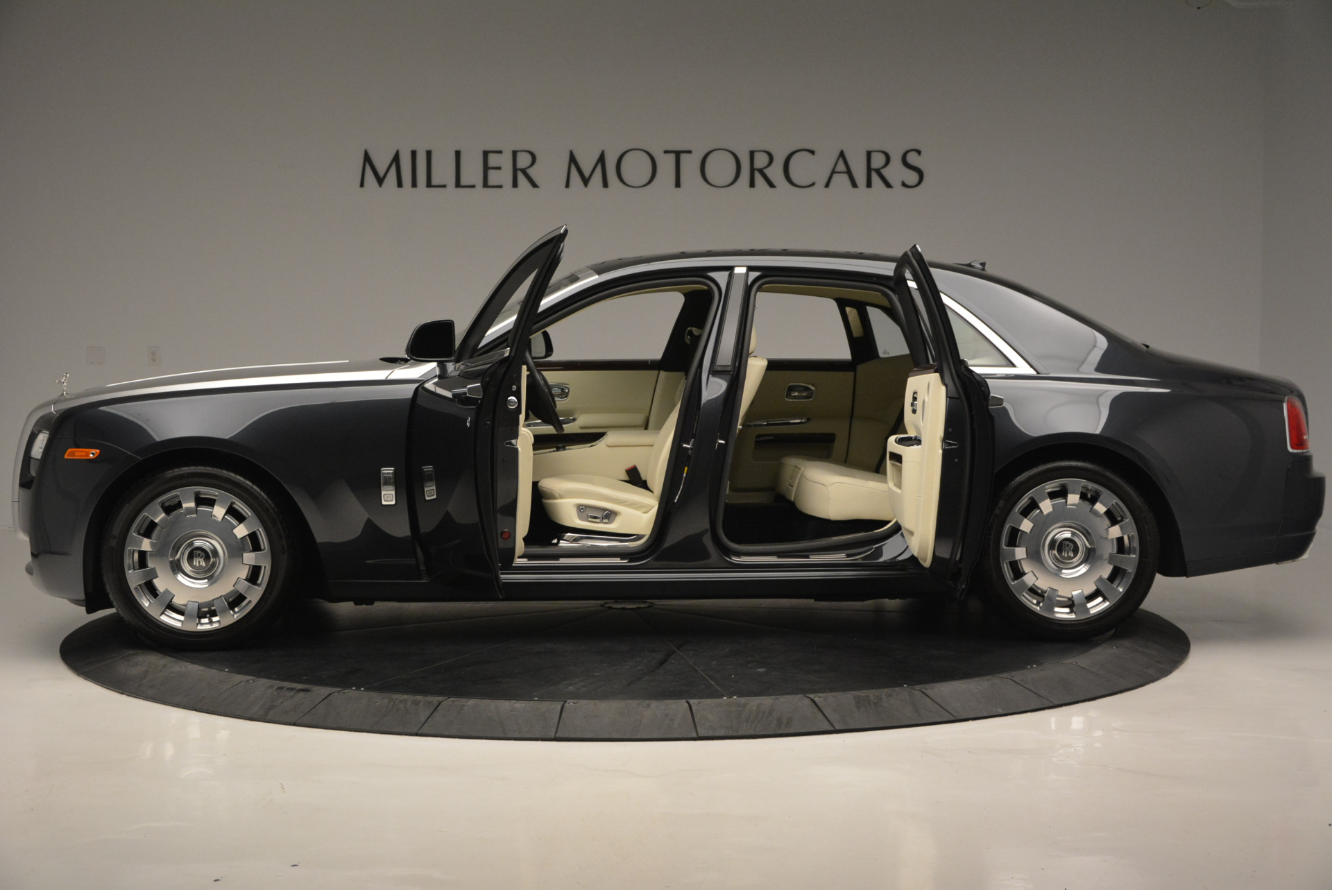 Used 2013 Rolls-Royce Ghost  For Sale In Greenwich, CT 739_p4