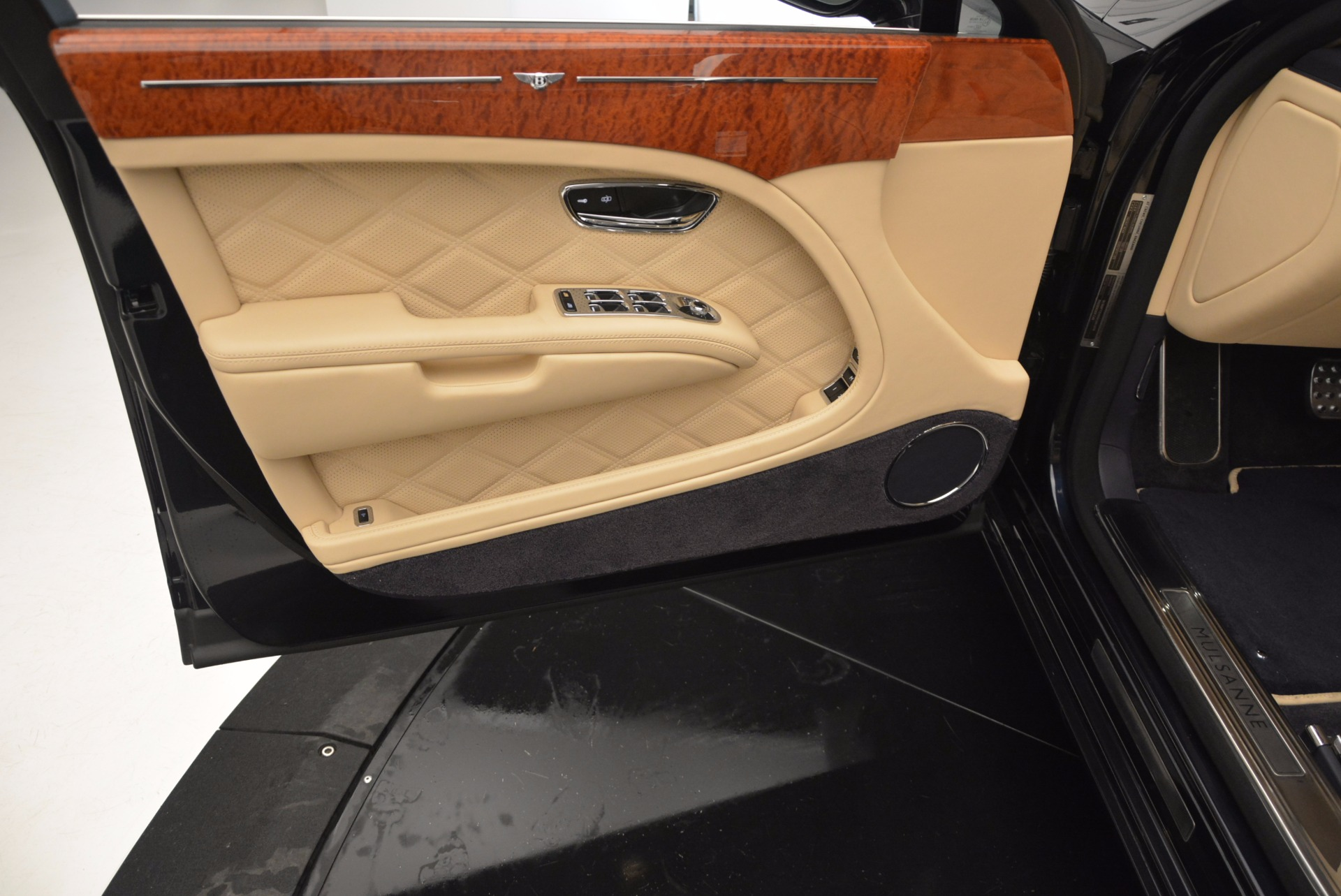 Used 2016 Bentley Mulsanne  For Sale In Greenwich, CT 742_p16