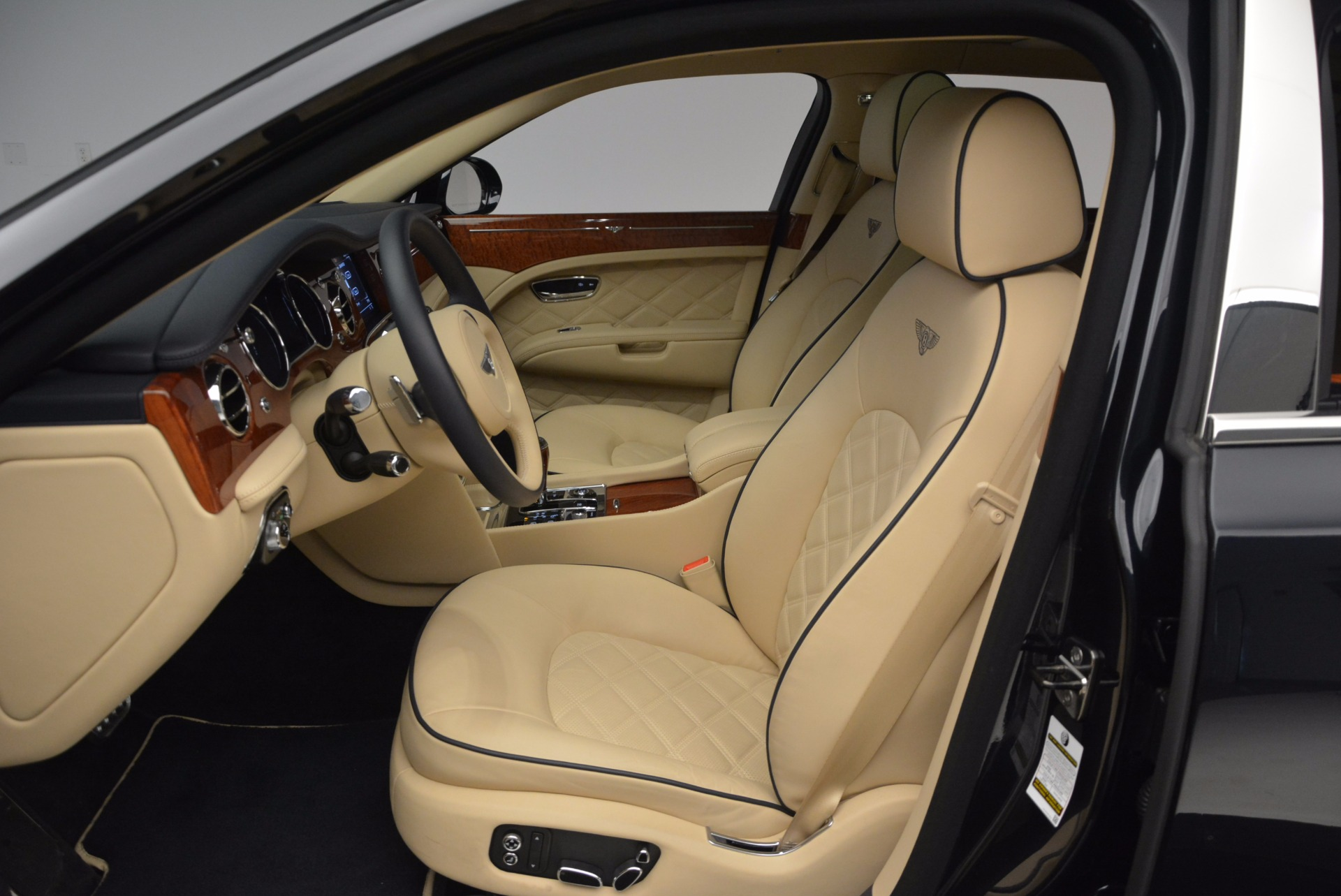Used 2016 Bentley Mulsanne  For Sale In Greenwich, CT 742_p19