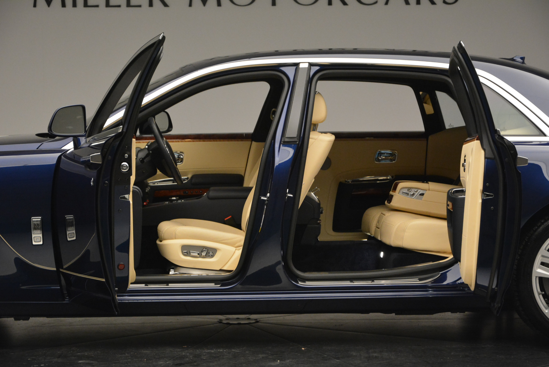 Used 2016 Rolls-Royce Ghost EWB For Sale In Greenwich, CT 746_p16