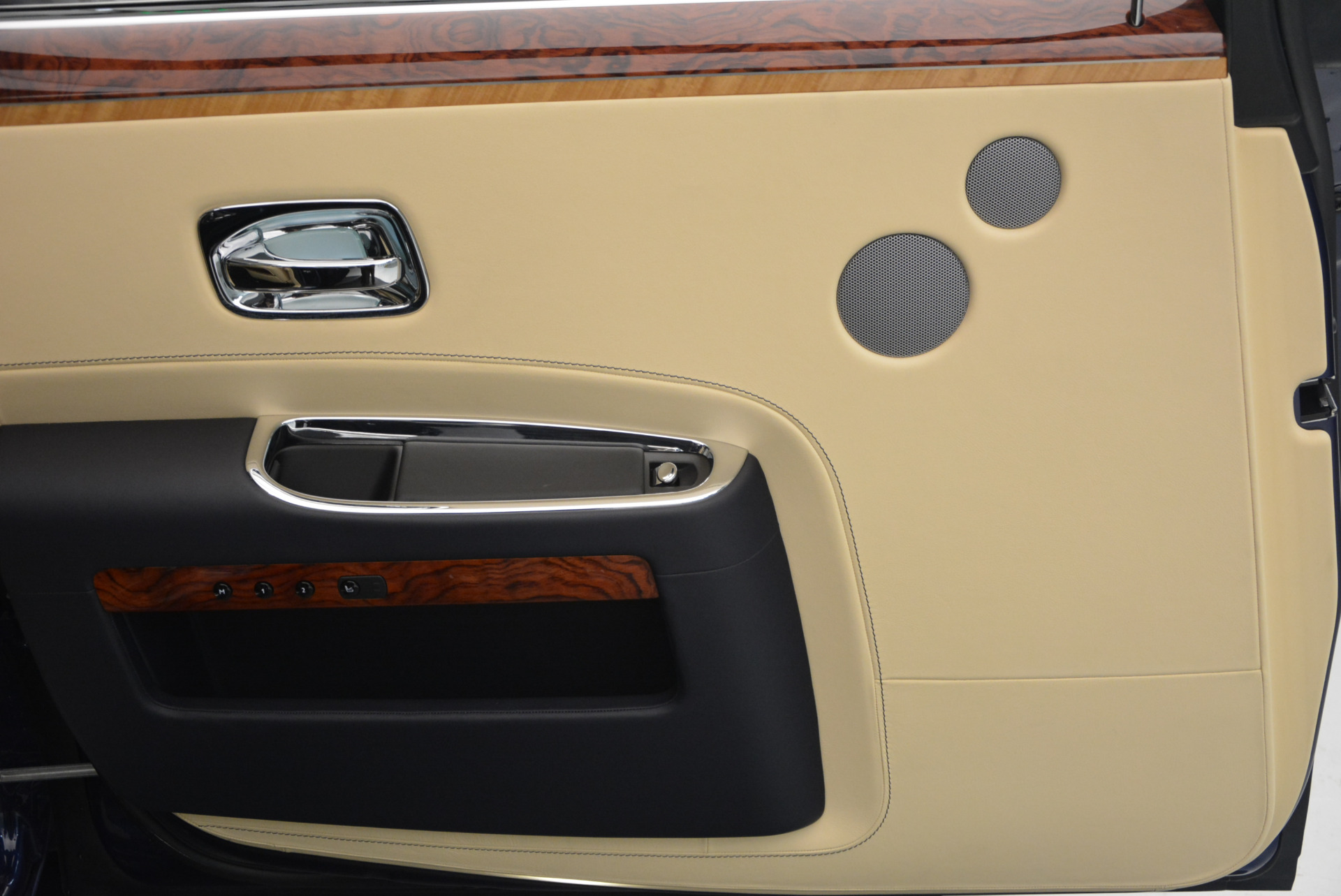 Used 2016 Rolls-Royce Ghost EWB For Sale In Greenwich, CT 746_p25