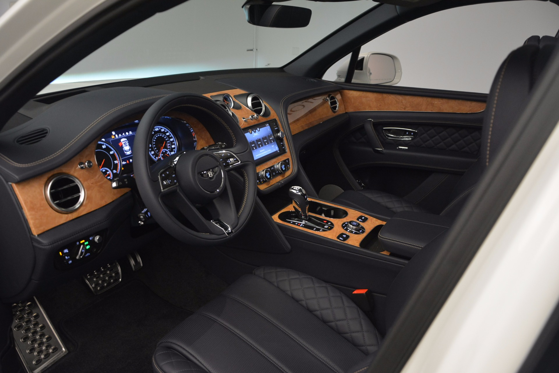 New 2017 Bentley Bentayga  For Sale In Greenwich, CT 794_p26
