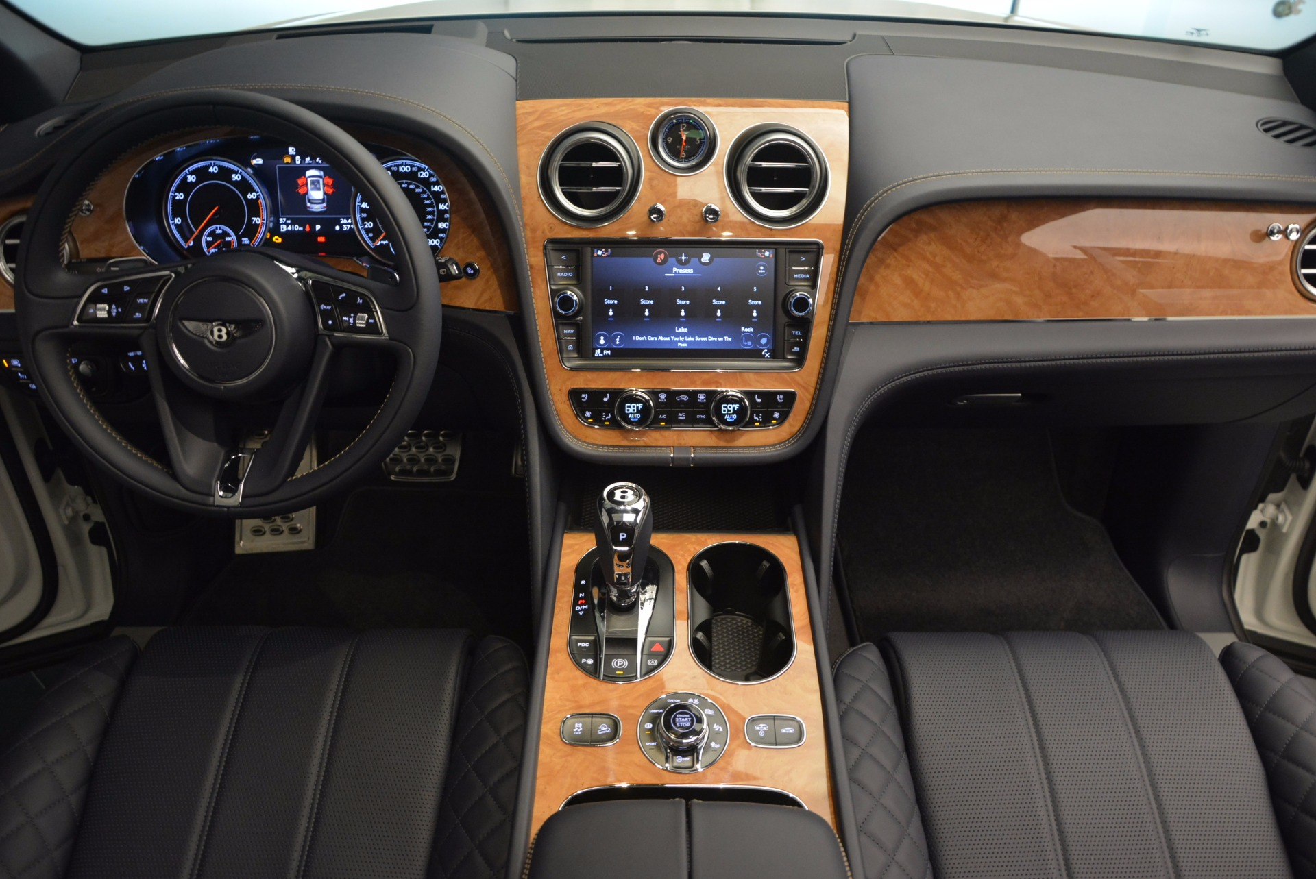 New 2017 Bentley Bentayga  For Sale In Greenwich, CT 794_p46